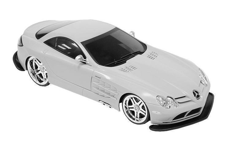 Maisto Радиоуправляемая модель Mercedes SLR McLaren цвет серебристый81022Радиоуправляемая модель Мерседес-Бенц SLR McLaren стильного серебристого цвета, является точной уменьшенной копией настоящего автомобиля. Машинка при помощи пульта управления движется вперед, дает задний ход, поворачивает влево и вправо, останавливается. С помощью пульта управления также можно контролировать свет передних и задних фар (выключение, ближний свет, дальний свет). Шины модели выполнены из резины. Машина развивает хорошую скорость и обладает высокой стабильностью движения, что позволяет полностью контролировать процесс, управляя уверенно и без суеты. Пульт управления имеет три частоты, что позволяет одновременно управлять 2-3 моделями. Такая модель станет отличным подарком не только любителю автомобилей, но и человеку, ценящему оригинальность и изысканность, а качество исполнения представит такой подарок в самом лучшем свете.