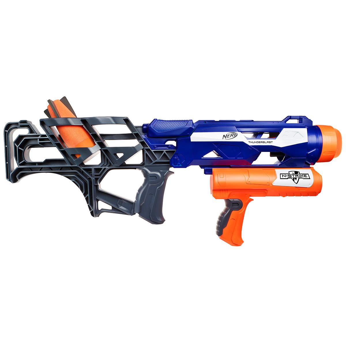 Бластер Nerf Ракетница, цвет: синий, оранжевыйA9604EU4Бластер Nerf «Ракетница» - это мощнейшее оружие, которое даст своему владельцу однозначное преимущество в игре! Оружие стреляет не обычными патронами, а особой формы, утолщенными ракетами. Поэтому бластер и называется «ракетницей». При этом игрушечное оружие имеет удобный корпус эргономичной формы. Его комфортно держать во время стрельбы и перемещения, бластер достаточно легкий и не слишком громоздкий. Игра с «Ракетницей» диктует совершенно иной стиль и другую стратегию стрельбы. Если вы уже хорошо владеете обычными бластерами, то Thunderblast сможет открыть для вас совершенно новые горизонты. В комплекте помимо бластера есть два снаряда-ракеты. Дальность стрельбы: до 18 м.