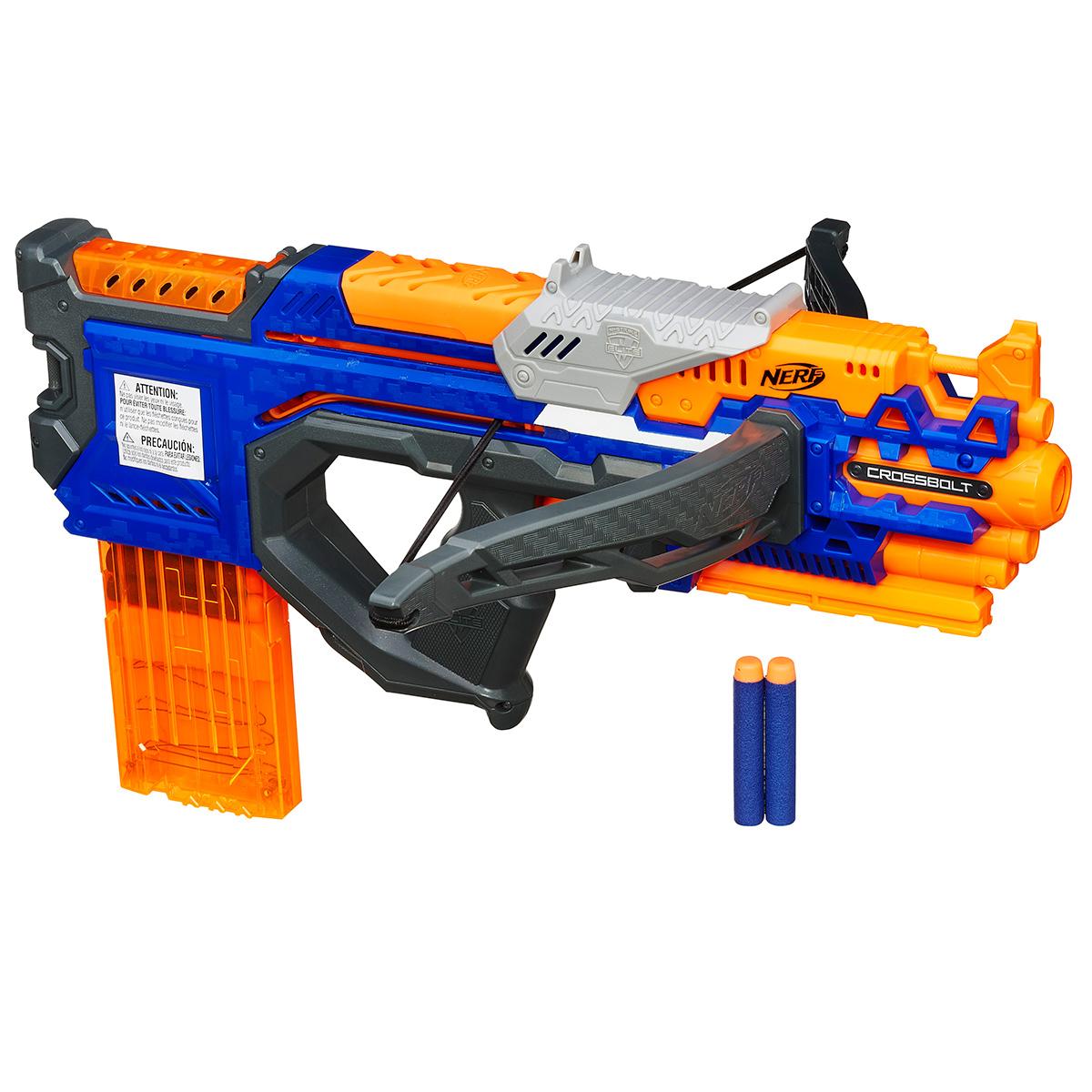 Бластер Nerf КроссБолт, цвет: оранжевый, синийA9317EU4Бластер Nerf КроссБолтот американского бренда Hasbro является отличным оружием для детских игр в войнушку! Любой мальчишка, любящий активные игры, по достоинству оценит этот игрушечный бластер! Его конструкция имеет миниатюрный лук с упругой тетивой, что позволяет ему стрелять дальше, чем обычные бластеры - на расстояние до 27 метров. Также бластер Nerf имеет обойму, которая позволит сделать 12 выстрелов, не заботясь о перезарядке. В комплекте с бластером Nerf КроссБолт вы найдете целых 12 патронов, которые можно зарядить в обойму! Яркая окраска миниатюрных стрел позволит без труда найти их после игры в траве или снегу. Заряды выполнены из мягкого материала, которые не могут травмировать ребенка при прямом попадании.