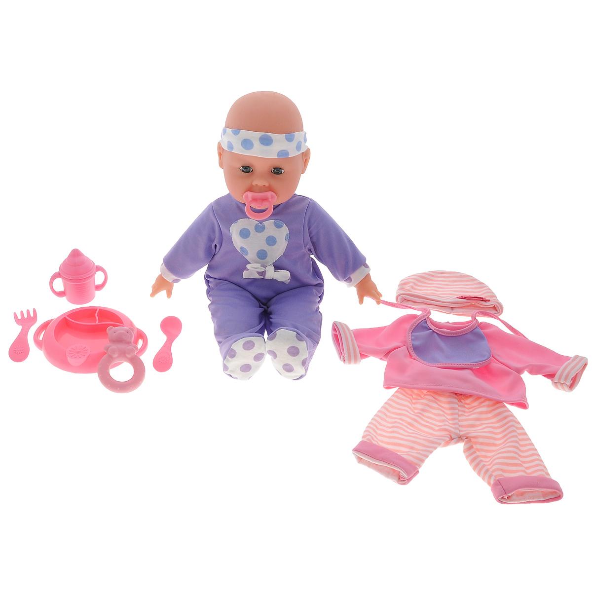 Пупс Simba Baby Collection, с аксессуарами, со звуковыми эффектами5146671Пупс Simba Baby Collection непременно приведет в восторг вашу дочурку. Голова, ручки и ножки пупса выполнены из прочного пластика, а тело - мягконабивное. При нажатии на животик, игрушка воспроизводит реалистичные звуковые эффекты. Всего пупс воспроизводит 12 разных звуков. В набор также входит дополнительная одежда для куклы и аксессуары для кормления и ухода за малышом - пустышка, слюнявчик, вилка, ложка, тарелка, поильник с ручками и прорезыватель. Трогательный пупс принесет радость и подарит своей обладательнице мгновения нежных объятий. Игры с куклами способствуют эмоциональному развитию, помогают формировать воображение и художественный вкус, а также разовьют в вашей малышке чувство ответственности и заботы. Великолепное качество исполнения делают эту куколку чудесным подарком к любому празднику. Рекомендуется докупить 3 батарейки типа AG13 (LR44) (товар комплектуется демонстрационными).