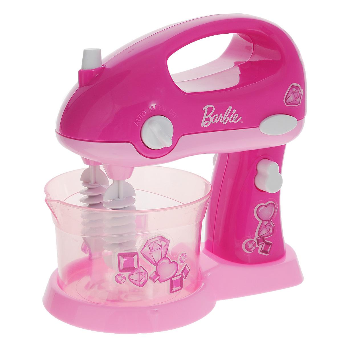 Миксер BarbieJRFMIXER-BBМиксер Barbie непременно понравится вашей маленькой хозяюшке и не позволит ей скучать. Красочный миксер выполнен из прочного безопасного пластика розового цвета. Поверните переключатель на корпусе миксера, чтобы включилась подсветка, а венчики начали вращаться. При нажатии овальной кнопки в верхней части миксера венчики начнут вращаться, и остановятся, когда вы отпустите кнопку. Кнопка на ножке миксера позволяет отсоединить его от подставки. В комплект входит дополнительная пара венчиков. Такая игрушка поможет ребенку развить звуковое восприятие, мелкую моторику рук и координацию движений, а также станет важным элементом сюжетно-ролевых игр и познакомит ребенка с работой настоящих бытовых приборов. Игра с такой кухонной техникой превратится в увлекательное событие, которое обязательно порадует ребенка. Рекомендуется докупить 2 батарейки типа С (товар комплектуется демонстрационными).