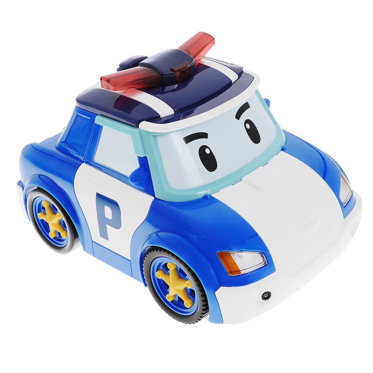 Robocar Poli Машина на радиоуправлении Follow Me Poli83080Радиоуправляемая модель Poli Follow Me Poli привлечет внимание любого маленького поклонника мультфильма Robocar Poli. Машинка выполнена из прочного пластика в виде главного героя мультфильма - полицейского автомобиля Поли. Пульт управления выполнен в виде полицейского жезла и разработан специально для маленьких ручек малыша - на нем всего одна кнопка, а для управления машинкой достаточно зажать большую желтую кнопку на и перемещать жезл, и машинка будет следовать за ним. Также игрушка имеет режим танца. Чтобы активировать его, нажмите на кнопку с изображением ноты на крыше машинки, и она начнет кружиться со звуковыми и световыми эффектами. Машинка умеет автоматически распознавать препятствия и избегать их. Ваш малыш часами будет играть с такой игрушкой, придумывая различные истории и устраивая соревнования. Порадуйте его таким замечательным подарком! Для работы машинки необходимо докупить 4 батареи типа AА (не входят в комплект). Для работы пульта...