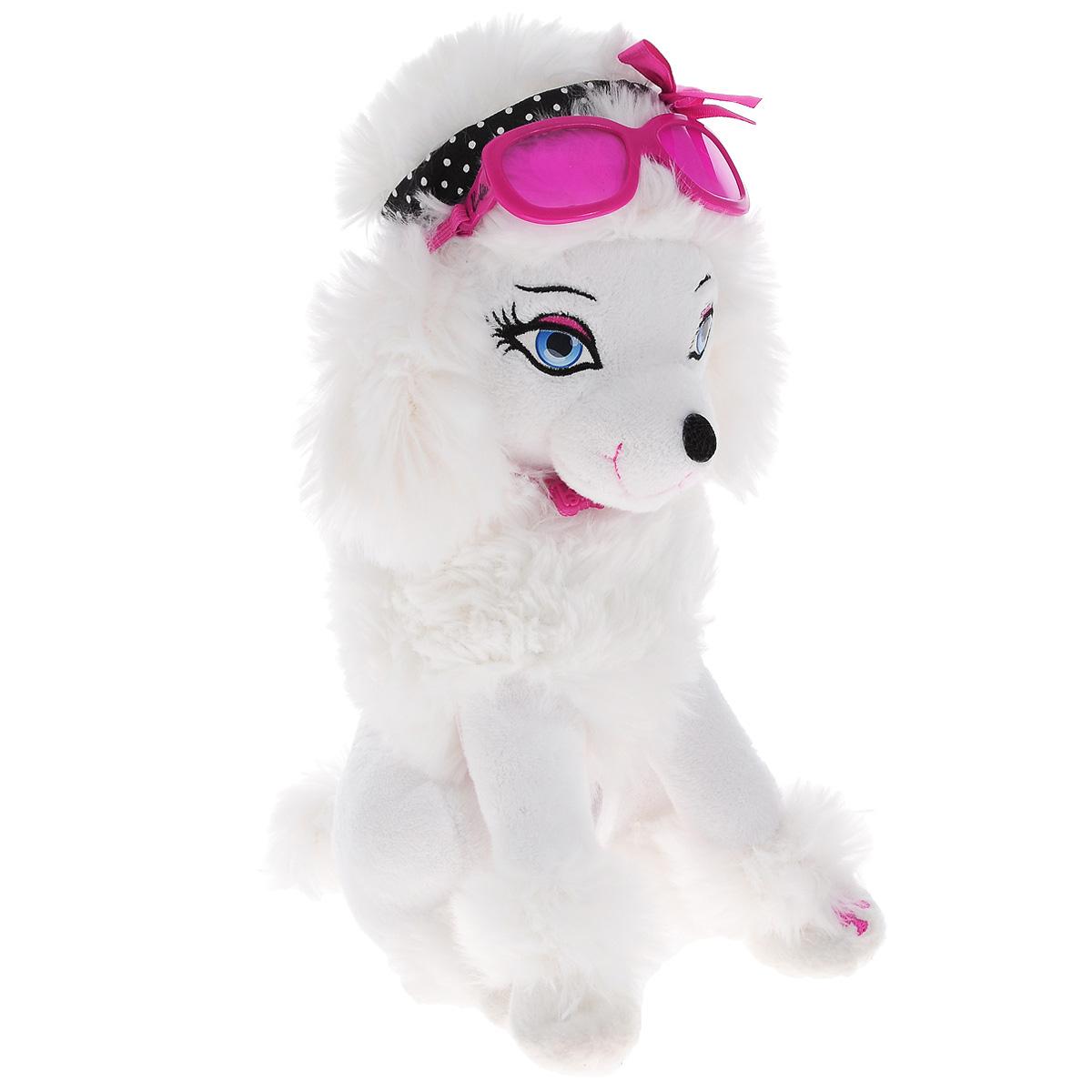 Интерактивная игрушка Barbie My Fab Pets: Sequin, с аксессуарамиBBPE2Интерактивная игрушка Barbie My Fab Pets: Sequin выполнена в виде милой собачки. Такая игрушка приведет в восторг любого ребенка. Очаровательный песик покрыт мягким и приятным на ощупь искусственным мехом, его глазки вышиты нитками. На шее щенка - подвеска в виде логотипа Barbie, а голову украшают стильные солнцезащитные очки и повязка в мелкий горох. В наборе имеется помада, если поднести ее к губам собачки раздастся звук поцелуя. А если расчесать собачку специальной щеткой, вы услышите радостный лай. При нажатии на левую лапку, щенок также весело залает. Игры с интерактивным щенком способствуют эмоциональному развитию ребенка, а также помогут ему развить ответственность, внимание и воображение. Трогательный щенок непременно станет лучшим другом малышки. Рекомендуется докупить 2 батарейки напряжением 1,5V типа AA (товар комплектуется демонстрационными).