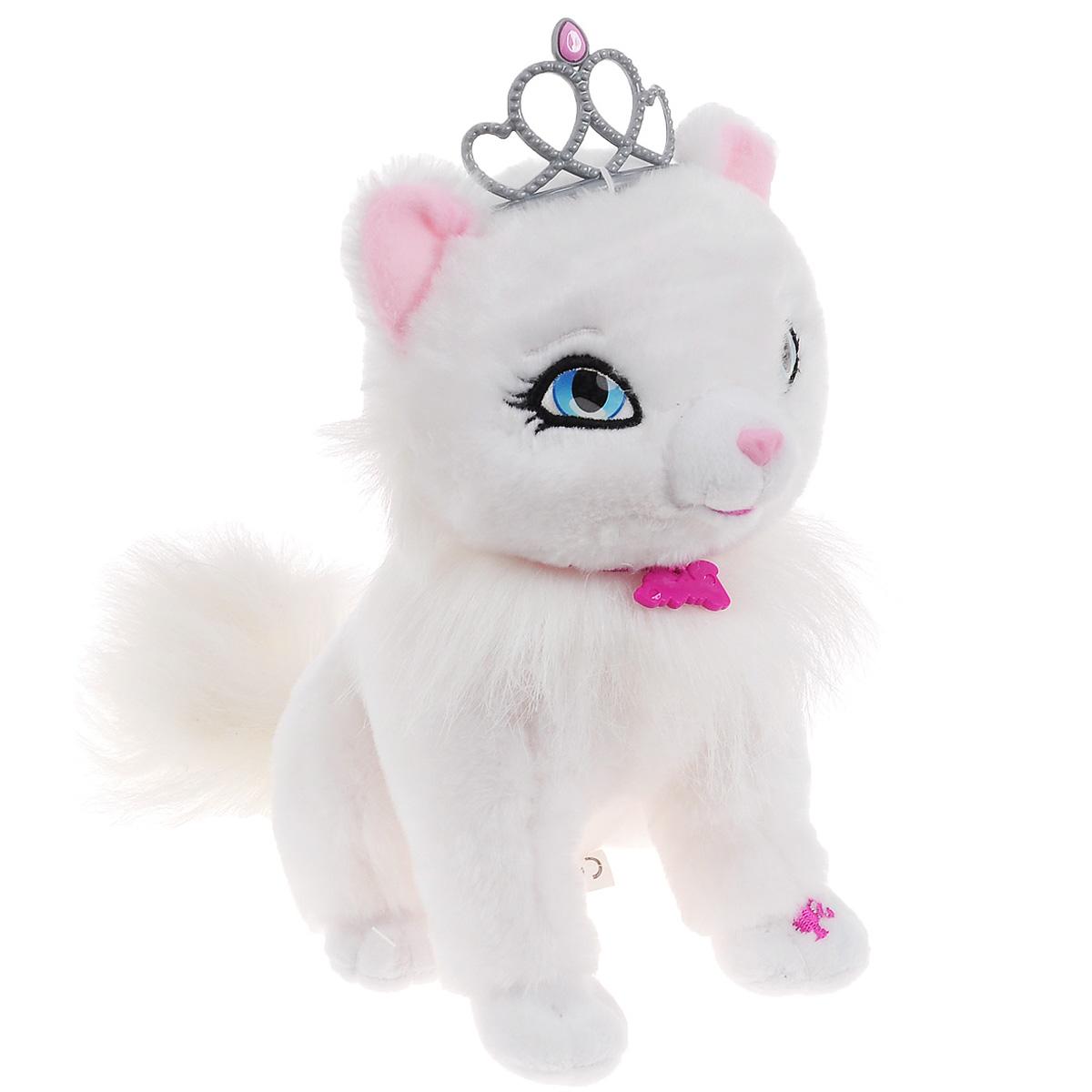 Интерактивная игрушка Barbie My Fab Pets: Blissa, с аксессуарамиBBPE3Интерактивная игрушка Barbie My Fab Pets: Blissa выполнена в виде милой кошечки. Такая игрушка приведет в восторг любого ребенка. Очаровательный котенок покрыт мягким и приятным на ощупь искусственным мехом, его глазки вышиты нитками. На шее котенка - подвеска в виде логотипа Barbie, а голову украшает изящная тиара принцессы. В набор входит флакончик духов, если их поднести к носу кошечки, она начнет к ним принюхиваться. А если расчесать кошечку специальной щеткой, вы услышите как она мило замурлыкает. При нажатии на левую лапку, кошечка мяукнет или замурлыкает. Игры с интерактивной кошечкой способствуют эмоциональному развитию ребенка, а также помогут ему развить ответственность, внимание и воображение. Трогательная кошечка непременно станет лучшим другом малышки. Рекомендуется докупить 2 батарейки напряжением 1,5V типа AA (товар комплектуется демонстрационными).