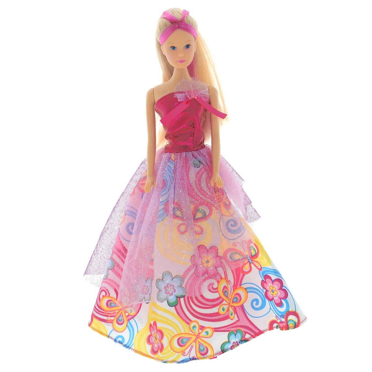 Simba Кукла Steffi Love Butterfly5734903Кукла Steffi Принцесса бабочек одета в великолепное розовое платье, подол которого украшен изображением разноцветных бабочек, и туфли розового цвета. Длинные красивые волосы принцессы убраны в хвост. В комплект с куклой входят небольшие заколочки в виде бабочек. Также юная красавица найдет для себя две резинки для волос с бабочками. Порадуйте свою малышку такой замечательной игрушкой! Куклы, пожалуй, древнейшие и самые популярные игрушки в мире. Девочки обожают играть с ними, отправляясь в сказочную страну грез. Сегодня принцессы, завтра - королевы дискотек в модной дизайнерской одежде - в одну секунду можно превратиться в того, кого пожелаешь! Steffi Love - это настоящая любимица девочек. Она является отражением большого мира моды и помогает девочкам в их познании жизни, ведь именно игра помогает будущим девушкам исследовать нюансы взрослой жизни. Множество модных аксессуаров, фантастические цвета, домики, о которых можно только мечтать, кабриолеты и многое...