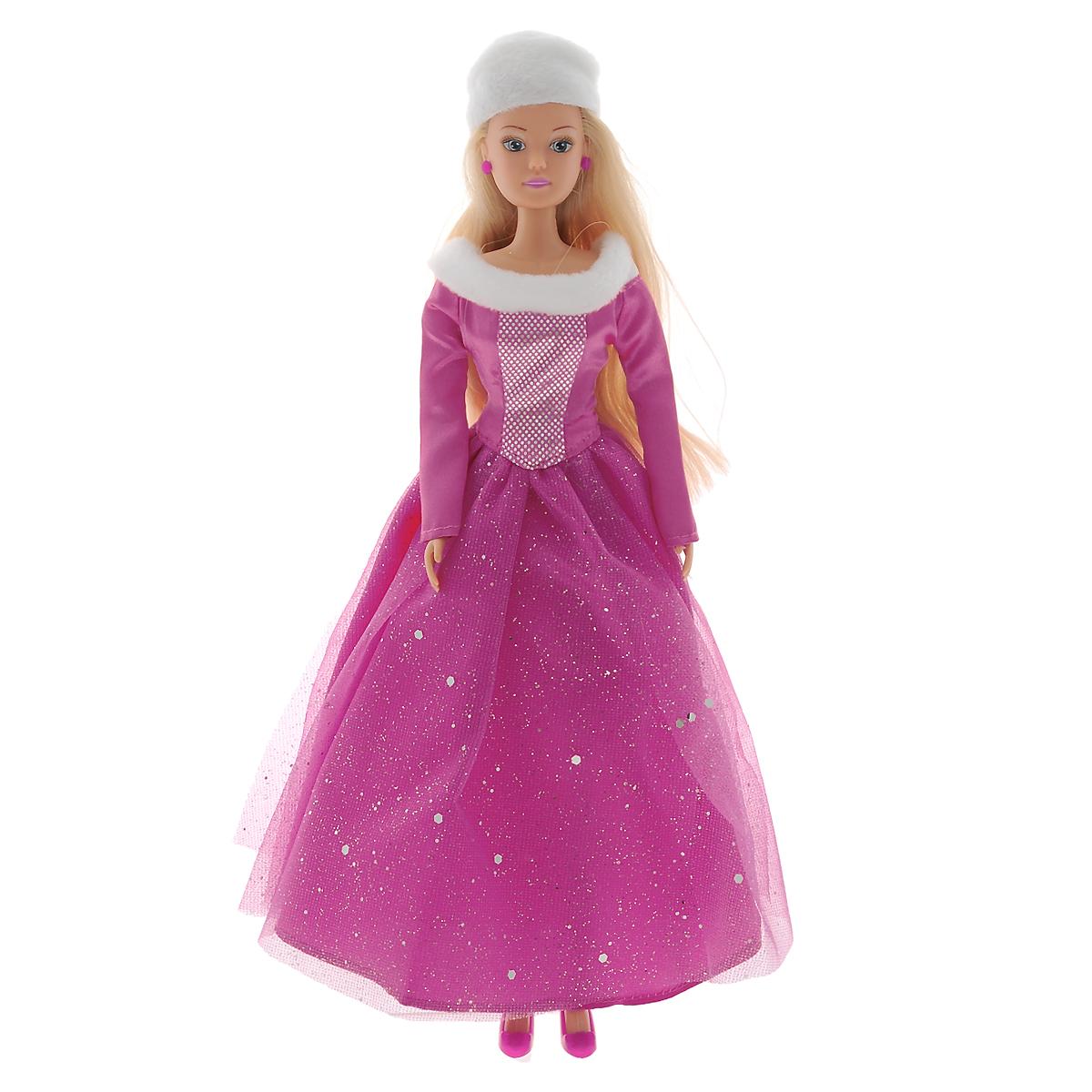 Simba Кукла Steffi Love Winter Princess5730664Кукла Simba Steffi Love. Winter Princess надолго займет внимание вашей малышки и подарит ей множество счастливых мгновений. Кукла изготовлена из пластика, ее голова, ручки и ножки подвижны, что позволяет придавать ей разнообразные позы. Куколка одета в роскошное пышное платье, украшенное меховой оторочкой по горловине и оформленное сверкающими блестками. Элегантный наряд дополняет белая меховая шапочка. Чудесные длинные волосы куклы так весело расчесывать и создавать из них всевозможные прически, плести косички, жгутики и хвостики. Благодаря играм с куклой, ваша малышка сможет развить фантазию и любознательность, овладеть навыками общения и научиться ответственности. Порадуйте свою принцессу таким прекрасным подарком!