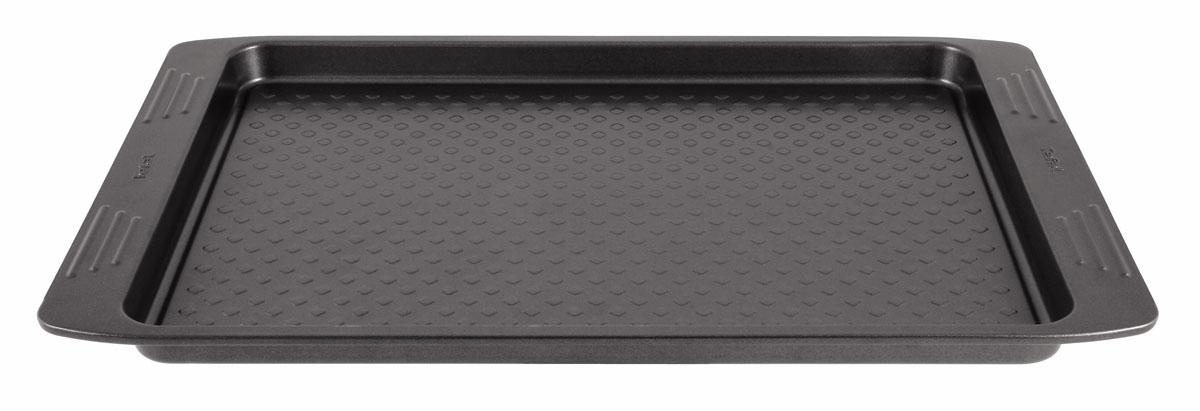 Противень для выпекания Tefal EasyGrip, 36 см х 26,5 см2100069678Плоский противень Tefal EasyGrip выполнен из углеродистой стали с внутренним антипригарным покрытием с рифленой поверхностью. Углеродистая сталь это прочный, легкий и долговечный материал, который прекрасно проводит тепло, помогая выпечке хорошо подходить и равномерно пропекаться, и гарантирует всегда великолепный результат. Внешнее антипригарное покрытие противня выполнено в цвете черный металлик. Слой антипригарного покрытия полностью устраняет пригорание выпечки и ее прилипание к стенкам и дну. Выпечка легко извлекается из противня. Экологически безопасное антипригарное покрытие не содержит PFOA, свинца и кадмия. Противень выдерживает температуру до 210°C. Изделие нельзя мыть в посудомоечной машине, нельзя использовать в микроволновой печи. Использовать только пластиковые аксессуары. Внутренний размер противня: 36 см х 26,5 см. Размер противня с учетом ручек: 42 см х 28,5 см. Высота стенки противня: 2,5 см.
