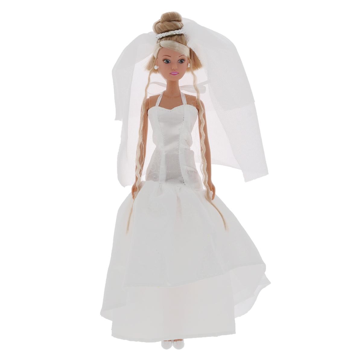 Simba Кукла Steffi Love Wedding5733414Кукла Simba Steffi Love. Wedding надолго займет внимание вашей малышки и подарит ей множество счастливых мгновений. Кукла изготовлена из пластика, ее голова, ручки и ножки подвижны, что позволяет придавать ей разнообразные позы. Куколка одета в пышное свадебное платье, декорированное блестками, ее волосы украшены воздушной фатой. Чудесные длинные волосы куклы так весело расчесывать и создавать из них всевозможные прически, плести косички, жгутики и хвостики. Благодаря играм с куклой, ваша малышка сможет развить фантазию и любознательность, овладеть навыками общения и научиться ответственности, а дополнительные аксессуары сделают игру еще увлекательнее. Порадуйте свою принцессу таким прекрасным подарком!