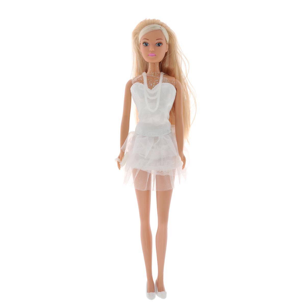 Simba Кукла Steffi Love White Party5730662Кукла Simba Steffi Love. White Party надолго займет внимание вашей малышки и подарит ей множество счастливых мгновений. Кукла изготовлена из пластика, ее голова, ручки и ножки подвижны, что позволяет придавать ей разнообразные позы. В комплект входит сумочка-клатч для куклы. Красавица Штеффи отправилась на прогулку по пляжу! Куколка одета в легкое белоснежное платье без бретелек, с пышной юбкой. Наряд дополняет длинное белое ожерелье и изящные туфельки. Чудесные длинные волосы куклы так весело расчесывать и создавать из них всевозможные прически, плести косички, жгутики и хвостики. Благодаря играм с куклой, ваша малышка сможет развить фантазию и любознательность, овладеть навыками общения и научиться ответственности, а дополнительные аксессуары сделают игру еще увлекательнее. Порадуйте свою принцессу таким прекрасным подарком!