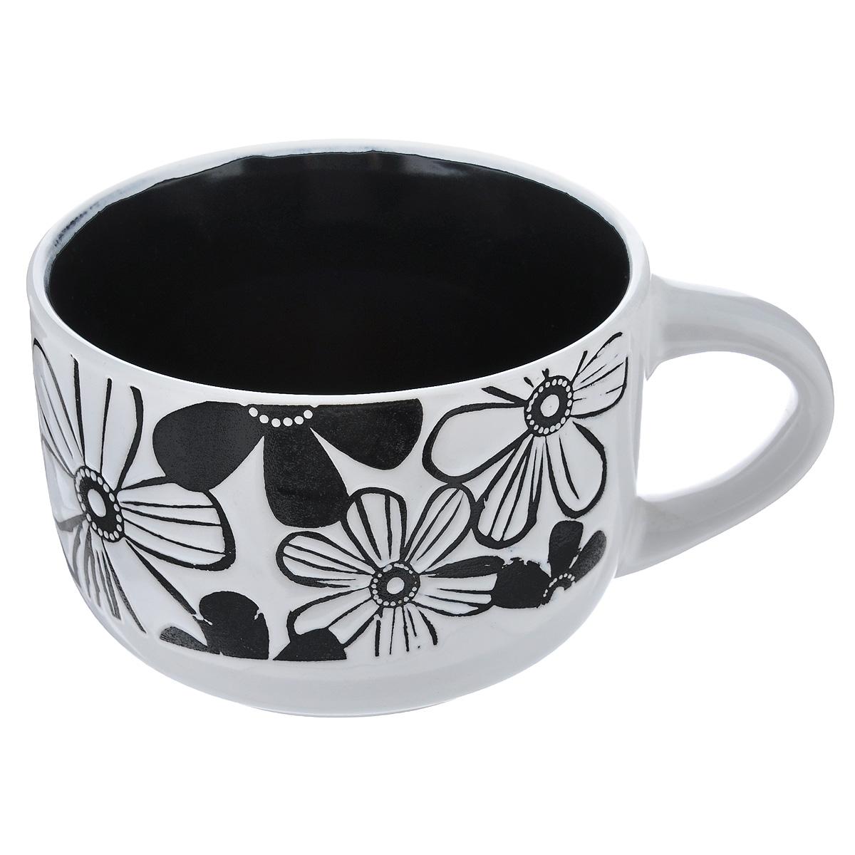 Чашка Wing Star Цветы, цвет: черный, белый, 460 млLJ1060JMЧашка Wing Star Цветы изготовлена из керамики и украшена цветочным принтом. Wing Star - качественная керамическая посуда из обожженной, глазурованной снаружи и изнутри глины с оригинальными рисунками. При изготовлении данной посуды широко используется рельефный способ нанесения декора, когда рельефная поверхность подготавливается в процессе формовки и изделие обрабатывается с уже готовым декором. Благодаря этому достигается эффект неровного на ощупь рисунка, как бы утопленного внутрь глазури и являющегося его естественным элементом. Чашку можно использовать в СВЧ и мыть в посудомоечной машине. Диаметр (по верхнему краю): 11 см. Высота стенки: 7,5 см. Объем чашки: 460 мл.
