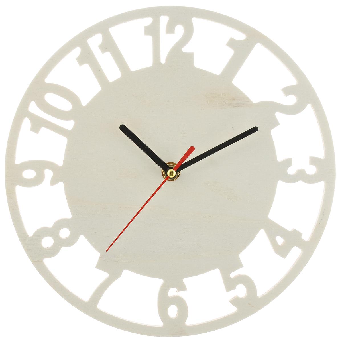 Заготовка для часов ScrapBerrys, с часовым механизмом, диаметр 24 смSCB350152Оригинальная заготовка для часов ScrapBerrys, выполненная из натурального дерева, предназначена для занятий декупажом. Заготовка имеет форму круга и оснащена часовым механизмом. Декупаж - техника декорирования различных предметов, основанная на присоединении рисунка, картины или орнамента (обычного вырезанного) к предмету, и, далее, покрытии полученной композиции лаком ради эффектности, сохранности и долговечности. Часы работают от одной батарейки типа АА 1,5V (в комплект не входит).
