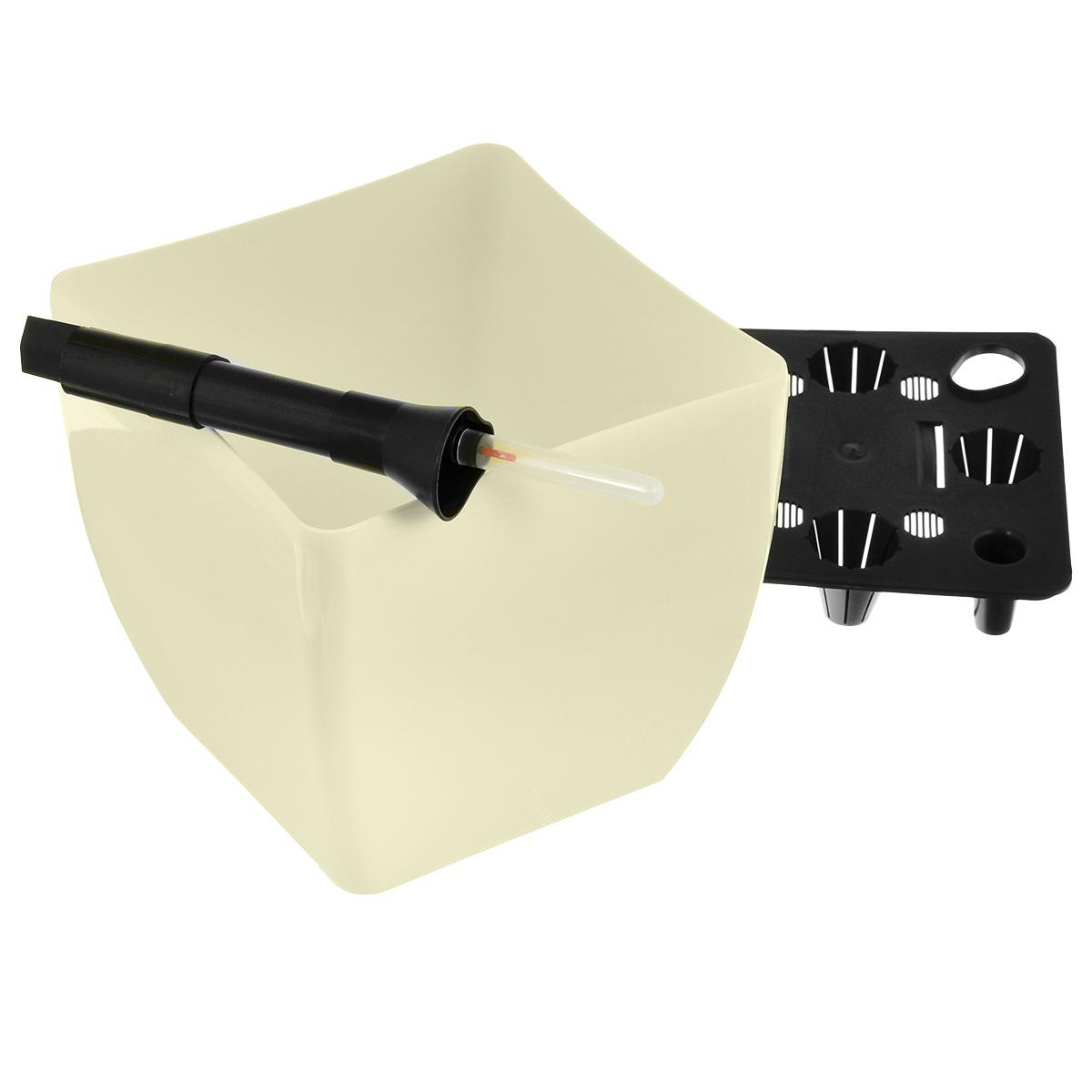 Кашпо квадратное Coubi, с системой автополива, цвет: бежевый, 19 х 19 х 18 смDUK190-BКашпо Coubi, изготовленное из высококачественного полипропилена (пластика), идеальное решение для тех, кто регулярно забывает поливать комнатные растения. Кашпо имеет уникальную систему автополива, благодаря которой корневая система растения непрерывно снабжается влагой из резервуара. Уровень воды в резервуаре контролируется с помощью специального индикатора. В зависимости от размера кашпо и растения воды хватает на 2-12 недель. Стильный дизайн позволит украсить растениями офис, кафе или любую комнату, и при этом система автополива будет увлажнять почву без вашего вмешательства. Кашпо Coubi с системой автополива упростит уход за вашими цветами и поможет растениям получать то количество влаги, которое им необходимо в данный момент времени.
