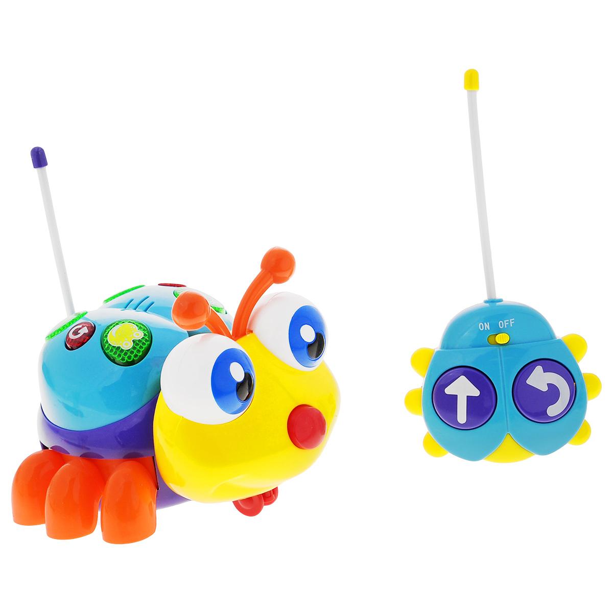 Малышарики Развивающая игрушка на радиоуправлении Солнечный жучокMSH0303-023Развивающая игрушка Малышарики Солнечный жучок выполнена в ярком дизайне из высококачественных и безопасных для детской игры материалов. Яркий и красочный жучок на радио-управлении непременно порадует малыша и станет ему добрым другом. Игрушка движется вперед и вращается по кругу со звуковыми и световыми эффектами. Спинка жучка снабжена кнопками, которые издают звуки животных. Игрушка Солнечный жучок развивает мелкую моторику и слуховое восприятие малыша, а также его логическое мышление. Играя с радио-управляемым жучком, ребенок учится концентрировать внимание. Рекомендуемый возраст: 1-3 года. Для работы игрушки необходимы 4 батарейки напряжением 1,5V типа АА, для работы пульта управления - 2 батарейки напряжением 1,5V типа АА (не входят в комплект).