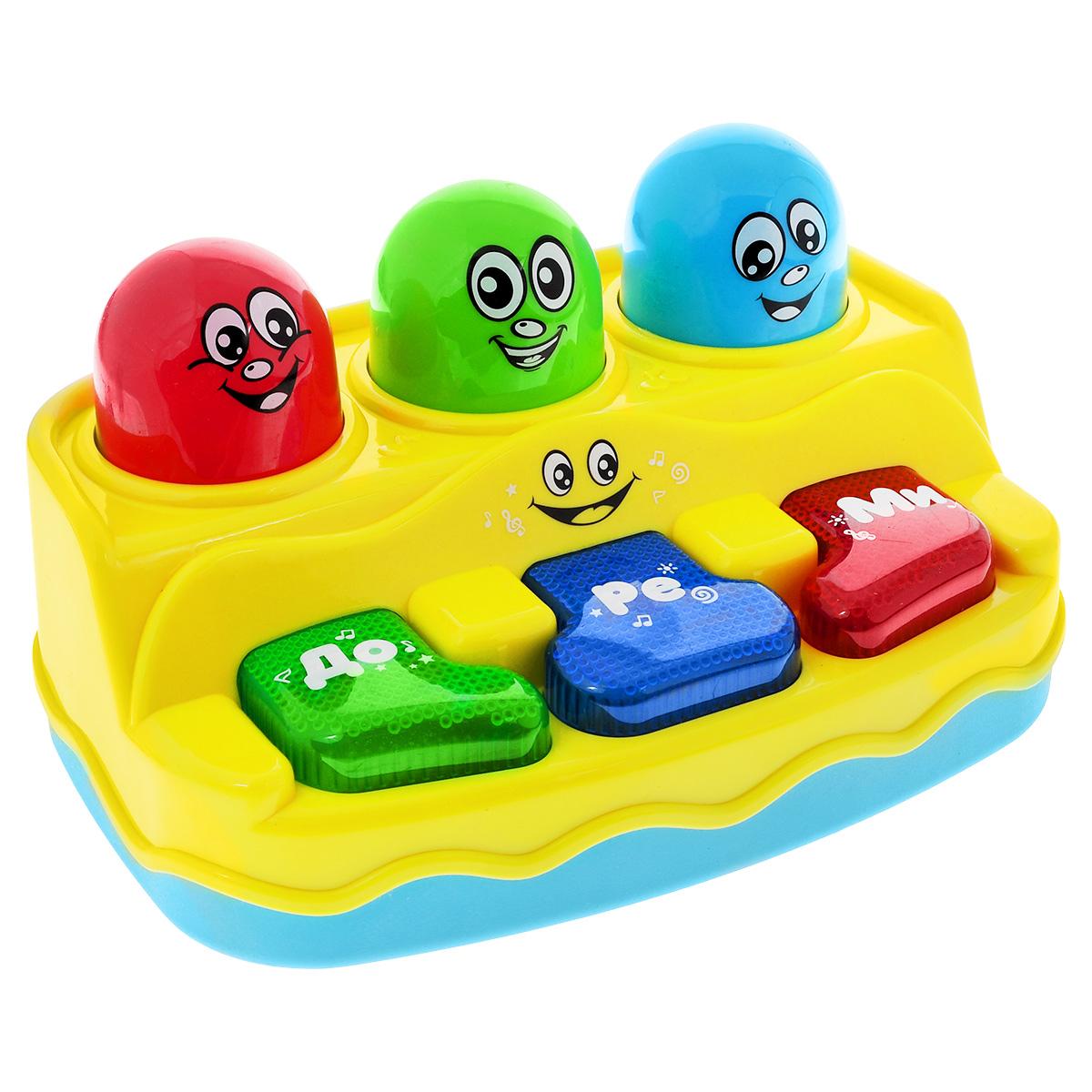 Развивающая игрушка Малышарики ПианиноMSH0303-031Развивающая игрушка Малышарики Пианино, изготовленная из безопасных материалов в ярком дизайне, представляет собой пианино с разноцветными клавишами и забавными мордашками. При нажатии на клавиши раздается множество веселых мелодий и звуков, которые познакомят малыша с миром музыки. Игра станет еще интересней благодаря световым эффектам. Игрушка Пианино развивает мелкую моторику и слуховое восприятие, а также логическое мышление и концентрацию внимания. Рекомендуемый возраст: 1-3 года. Для работы игрушки необходимы 3 батарейки напряжением 1,5V типа АА (не входят в комплект).