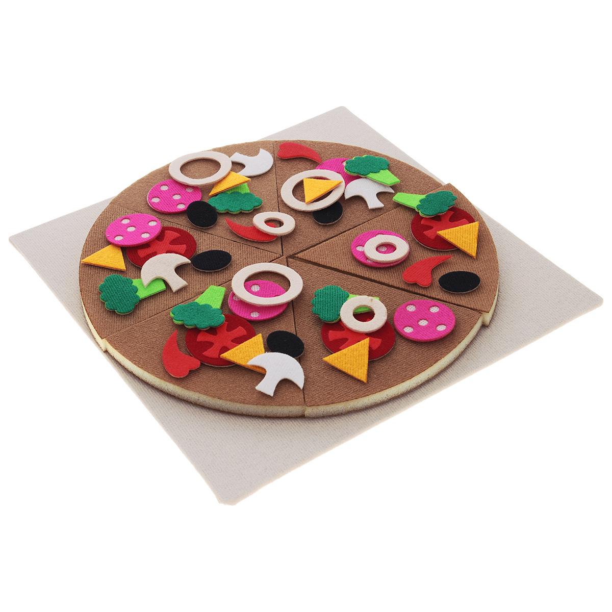 Stigis Игра на липучках Математическая пиццаСПStigis Математическая пицца - развивающая игра для детей от 3 лет . Ребенок прикрепляет кусочки ингредиентов в любое место нежной основы и получает пиццу по своему вкусу. Меню дополняет игру и дает возможность ребенку поиграть в ресторан и выучить цифры. Математическая пицца – это не только увлекательная ролевая игра, это живой учебник математики. В сборнике вы найдете 100 задач различного уровня и направления: на счет, доли, логику и классификацию. Некоторые задачки могут показаться сложными для устного счета, но решаемые в игровой форме, на пицце, превращаются в увлекательную игру. В набор входит: пицца тканевая на плотном поролоне (из 6 порций); подложка 26 х 26 см; кусочки ингредиентов на липучке (58 шт.); разделочная доска; сборник задачек и методические рекомендации по обучению счету; меню Пиццерия.