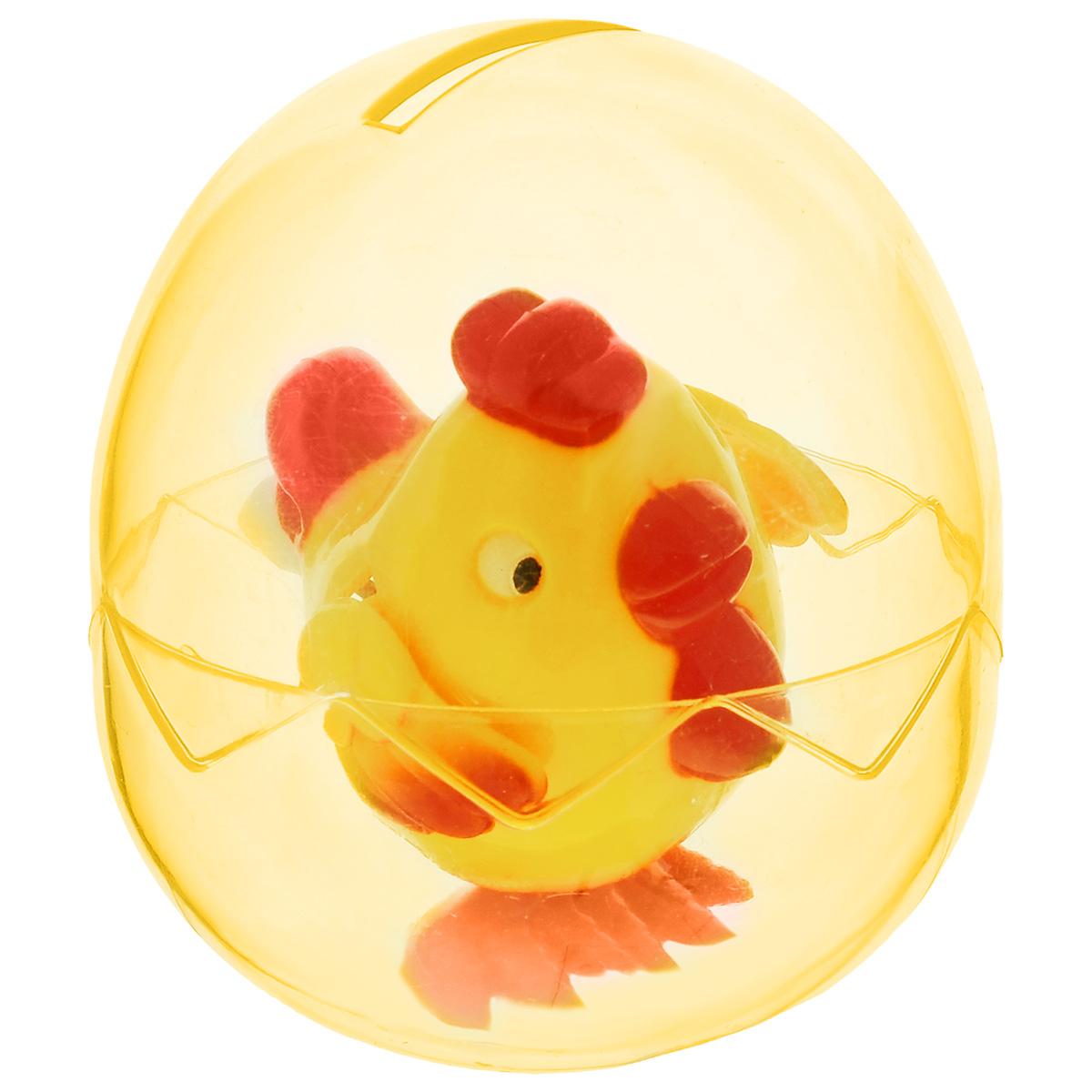 Заводная игрушка Милые детеныши. Петух, цвет: желтый990-D_желтый петухИгрушка Hans Милые детеныши. Петух привлечет внимание вашего малыша и не позволит ему скучать! Выполненная из безопасного пластика, игрушка представляет собой забавного цыпленка. Игрушка имеет механический завод. Для запуска, придерживая ноги игрушки, поверните заводной ключ по часовой стрелке до упора. Установите игрушку на поверхность и она придет в движение. Заводная игрушка Hans Милые детеныши. Петух поможет ребенку в развитии воображения, мелкой моторики рук, концентрации внимания и цветового восприятия. Игрушка упакована в пластиковое яйцо, которое можно использовать как копилку.