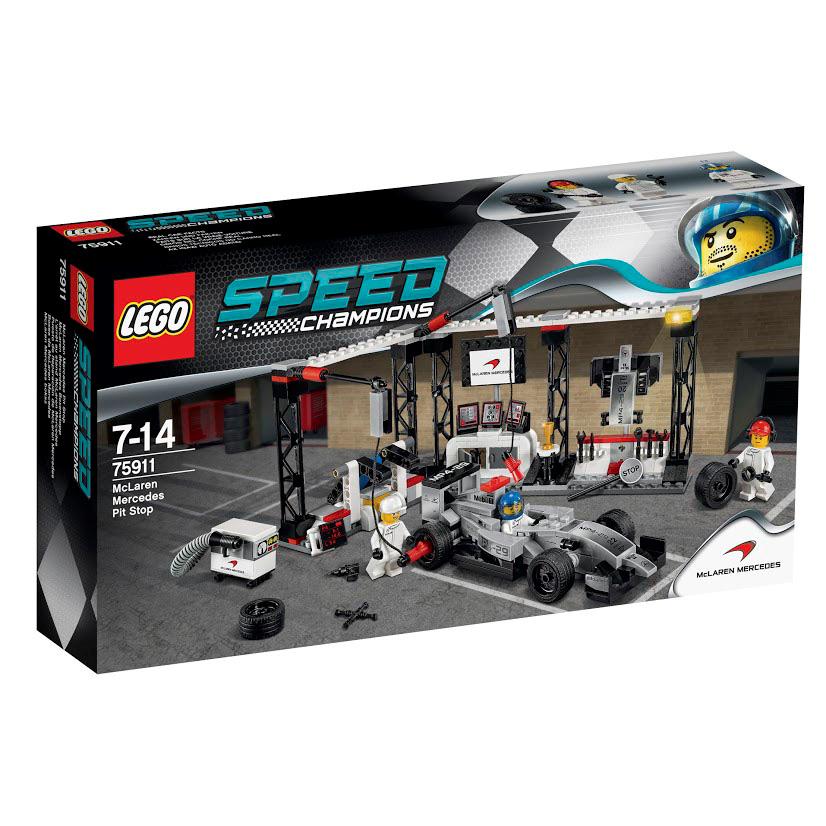 LEGO Speed Champions Конструктор Пункт техобслуживания McLaren Mercedes 7591175911Из деталей набора LEGO 75911 Вы сможете построить пункт техобслуживания McLaren Mercedes. Его конструкция состоит из двух частей, способных вытягиваться в одну линию или складываться, принимая форму гаража. Справа располагается прямоугольная арка, в которой разместилось оборудование, необходимое для замены колес. Во время пит-стопа механики приподнимают гоночный автомобиль на домкрате и снимают изношенные колеса с помощью гайковёртов, закрепленных на подвижных выносных опорах. При слаженной работе команды на эту процедуру уходит всего несколько секунд. Центральную часть гаража занимает диспетчерская комната. В ней установлен белый стол с двумя ящиками, плоский экран для трансляции гонки и мощный компьютер с тремя мониторами. В углу виден круглый постамент с золотым кубком победителя. Левый отсек пункта техобслуживания отведён под ремонтно-заправочную станцию. Здесь есть большая стойка с инструментами, держатель для запасного бампера и мобильная топливная установка с...