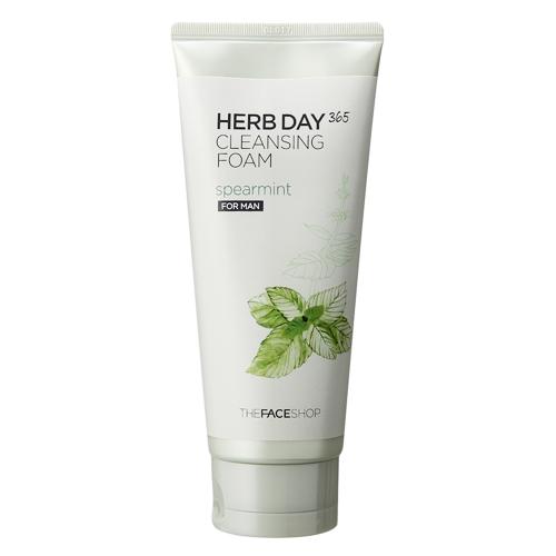 The Face Shop очищающее средство с экстрактом мяты для мужчин Herb Day 365, 170 млУТ000001423Мята - Содержит до 2,5% эфирного масла. Благодаря высокому содержанию ментола имеет антибактериальный эффект: подавляет жизнедеятельность бактерий. Обладает достаточно сильным противовоспалительным и антисептическими свойствами. Пенка подходит для мужчин и для женщин. Средство содержит экстракты 9-ти трав и мяты, очищает поры, обладает охлаждающим эффектом и очищает кожу от накопившихся токсинов.