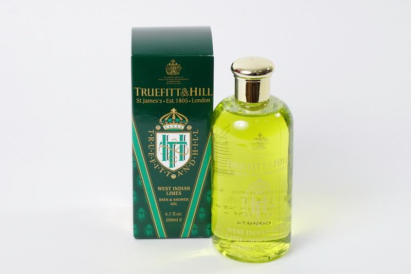 Truefitt&Hill Гель для ванны и душа West Indian Bath & Shower Gel 200 мл.00028TRUEFITT&HILL West Indian Bath & Shower Gel 200 мл. Гель для ванны и душа. Густой, хорошо пенящийся гель со стойким ароматом. Гарантирует деликатное очищение, Экстракт морских водорослей интенсивно увлажняет и помогает удерживать влагу в коже. Дарит свежесть и заряжает энергией на весь день. Классический английский, возбуждающий и пикантный аромат, в котором цитрус, лимон, лайм, бергамот сочетаются со срединной нотой из петигрейна, нероли, цитронеллы, а так еж базовыми нотами цветков апельсина и гвоздики. Первоначальная формула была разработана специально в честь Королевы Виктории по случаю её коронования в качестве императрицы Индии в 1876 г. Аромат позволит любому современному мужчине очаровать свою избранницу.