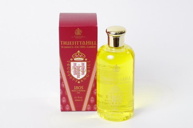 Truefitt&Hill Гель для ванны и душа 1805 Bath & Shower Gel 200 мл.00038TRUEFITT&HILL 1805 Bath & Shower Gel 200 мл. Гель для ванны и душа. Густой, хорошо пенящийся гель со стойким ароматом. Гарантирует деликатное очищение, Экстракт морских водорослей интенсивно увлажняет и помогает удерживать влагу в коже. Дарит свежесть и заряжает энергией на весь день. Аромат основанный в 1805 году по назначению его Королевского Высочества, Герцога Эдинбургского, Принца Филиппа, Truefitt&Hill является привилегированной маркой Королевского Двора. Лёгкий, классический, современный аромат с лёгким, освежающим ароматом моря и чуть уловимыми нотами бергамота, кардамона, шалфея, мускатного ореха, лаванды,герани, мандарина сандалового дерева и кедра.