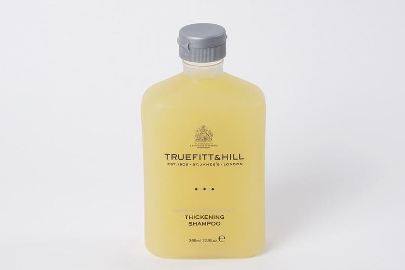 Truefitt&Hill Шампунь для увеличение объёма волос Thickening Shampoo 365 мл.10008TRUEFITT&HILL Thickening Shampoo 365 мл. Шампунь для увеличение объёма волос. Эффективно и бережно очищающий шампунь заботится о волосах. Дарит хорошее настроение благодаря освежающему деликатному аромату цитрусов и дыни. Преимущества: Придаёт волосам объём у корней и шелковистый блеск по длине; Восстанавливает, укрепляет и утолщает стержень волоса; Активизирует и защищает волосяные фолликулы; Обладает тонизирующим воздействием; Не требует дополнительного использования кондиционера.