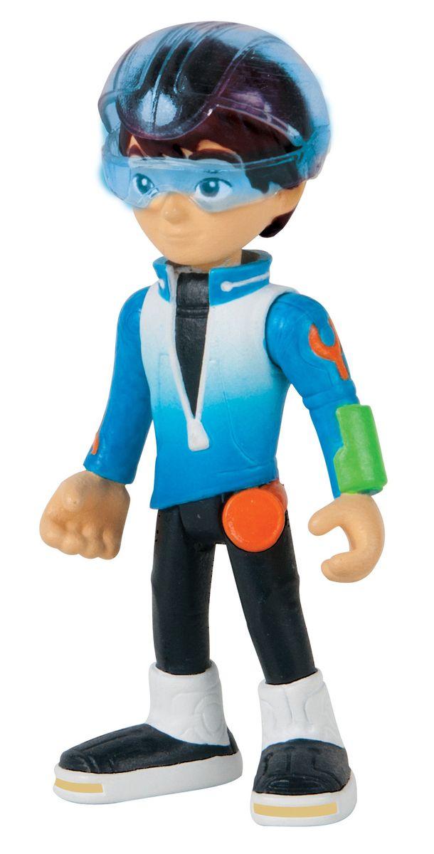Miles from Tomorrowland Фигурка Майлз со звездолетом86103Фигурка Miles from Tomorrowland Майлз со звездолетом полностью повторяет образ героя мультфильма Майлз с другой планеты. Конечности фигурки подвижны, благодаря чему ребенок сможет разыгрывать различные сценки из мультфильма. У Майлза имеется стильный, эффектный звездолет, на котором он перемещается в открытом космосе. Все элементы выполнены из качественного пластика, безопасного для ребенка. С таким необычным набором ребенок сможет окунуться в мир космических приключений!