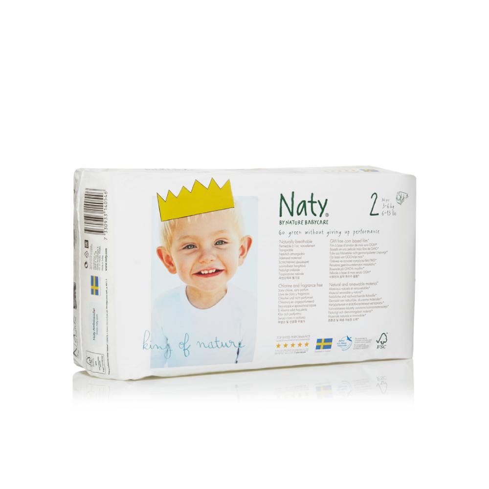 Фито-подгузники Naty (Найти), размер 2 (от 3 до 6 кг.), 34 шт.7330933140546О бренде: Компания Naty основана в Швеции матерью двух мальчиков Марлен Сандберг. В результате для малышей и их мам была создана новая, экологически чистая продукция из натурального воспроизводимого сырья, отвечающая высоким запросам потребителей по качеству, эффективности и дизайну. Компания представляет широкий ассортимент товаров личной гигиены из натуральных материалов для детей и женщин, а также детский текстиль. Вся продукция шведской компании Naty изготовлена из натуральных органических материалов, не содержит никаких вредных химических компонентов. Материалы, которые используются для производства, проходят все необходимые тесты на аллергические реакции. Продукция Naty - это выбор ответственных родителей, заботящихся о здоровье своих детей и окружающей природе. Описание: Вместо нефтепродуктов для производства подгузников и трусиков Naty использует материал на основе кукурузного крахмала. Подгузник Naty состоит из наполнителя на основе целлюлозы, отбеленной...