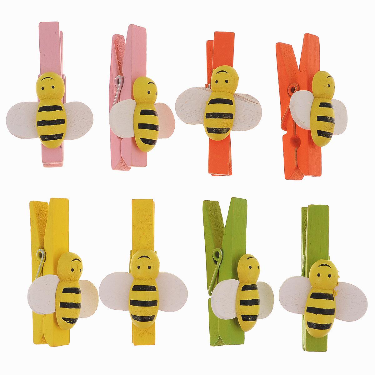 Набор декоративных прищепок Action! Пчелы, 8 штFD020062_ПчелыНабор декоративных прищепок Action! Пчелы непременно понравится вашему ребенку и займет его внимание надолго. Разноцветные деревянные прищепки, украшенные забавными фигурками, можно использовать при декорировании различных предметов и поделок. Игра с набором развивает мелкую моторику, усидчивость и формирует художественный вкус. Длина прищепки: 4,5 см.