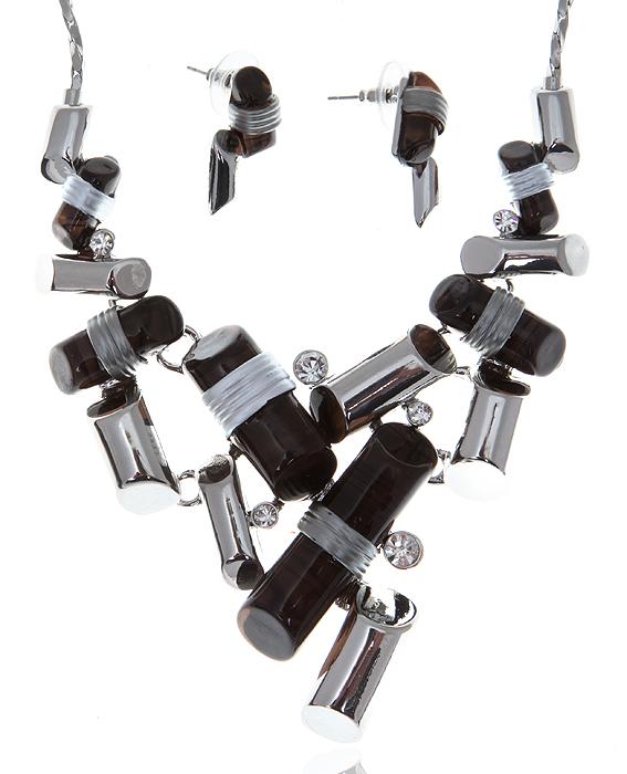 Комплект Джаз: ожерелье и серьги-пусеты. Ювелирный пластик черного цвета, прозрачные кристаллы, бижутерный сплав серебряного тона. Гонконг, 2000-е гг.T-B-9271-SET-ML.BLUEКомплект Джаз: ожерелье и серьги-пусеты. Ювелирный пластик черного цвета, прозрачные кристаллы, бижутерный сплав серебряного тона. Гонконг, 2000-е гг. Размер: Ожерелье - полная длина 40-49 см, регулируется за счет застежки-цепочки. Серьги - 2 х 1 см. Сохранность превосходная, изделие не было в использовании.