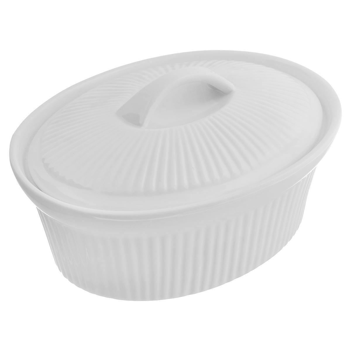 Кастрюля BergHOFF Bianco с крышкой, цвет: белый, 900 мл1691145Овальная кастрюля BergHOFF Bianco изготовлена из высококачественной глазурованной керамики. Идеально подходит для запекания овощей, рыбы и мяса. Такая кастрюля легко чистится и устойчива к царапинам и пятнам. Благодаря керамическому дну, мягко проводит тепло для равномерного запекания и зажаривания. Изделие можно использовать в духовке и СВЧ-печи. Можно мыть в посудомоечной машине. Высота стенки: 7,8 см. Толщина стенки: 0,5 см. Толщина дна: 0,6 см. Размер кастрюли (по верхнему краю): 20 см х 15,5 см.