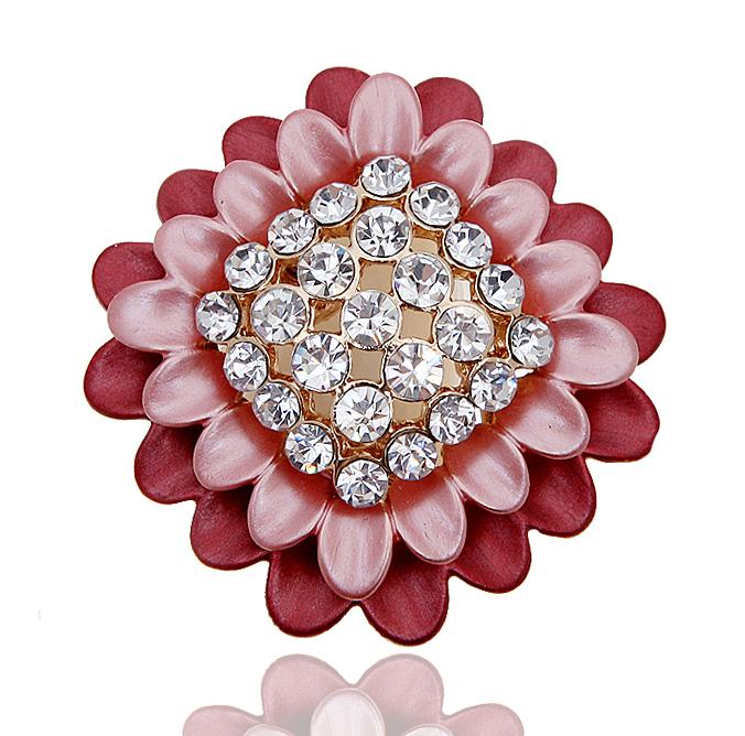 Кольцо для платка 'Георгин' от Arrina. Эмаль розового цвета, прозрачные кристаллы, бижутерный сплав золотого тона. Гонконг, 2000-е гг.
