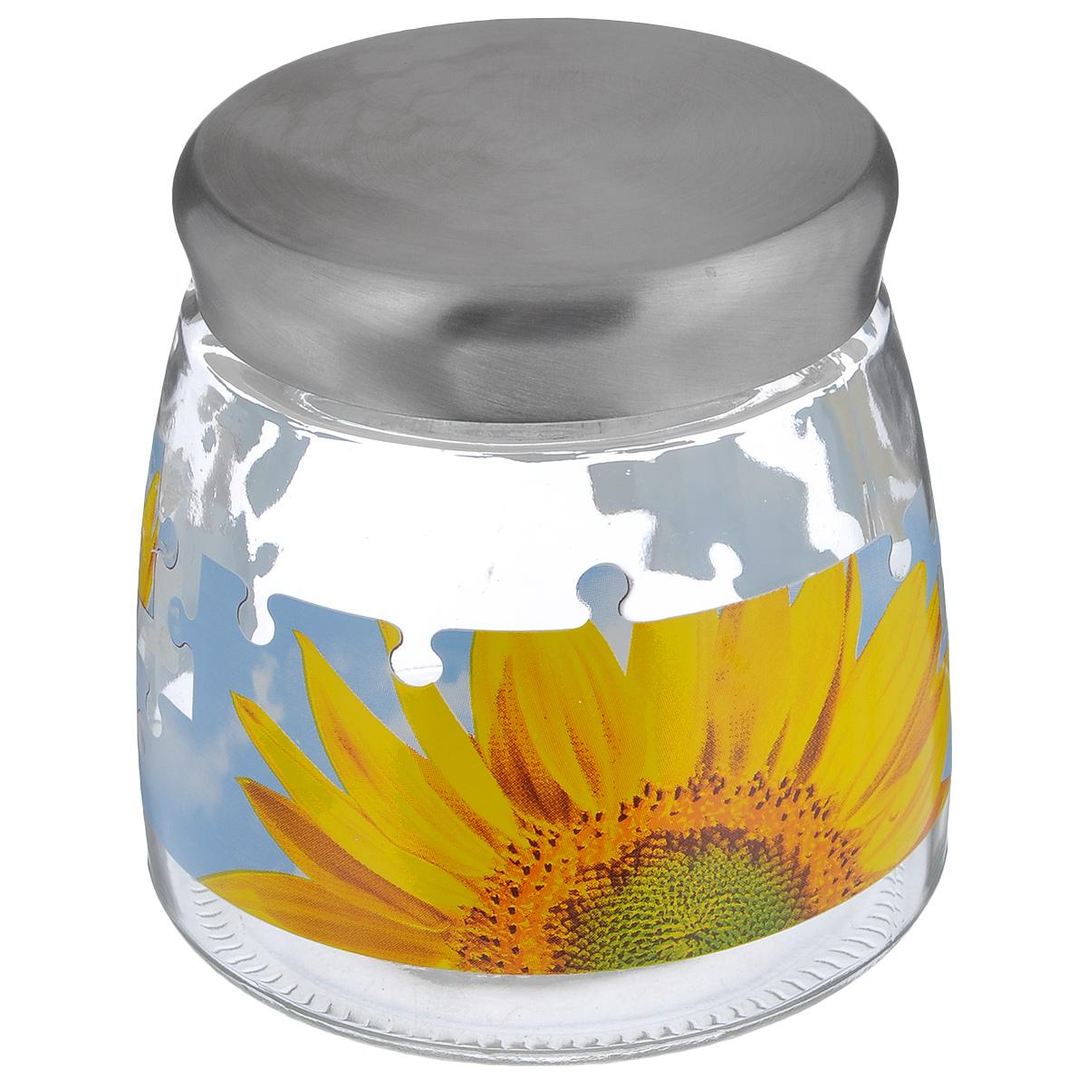 Банка для сыпучих продуктов Cerve Пазл подсолнух, цвет: прозрачный, желтый, голубой, 980 млCEM42230Банка для сыпучих продуктов Cerve Пазл подсолнух изготовлена из прочного стекла и декорирована красочным рисунком. Банка оснащена плотно закрывающейся металлической крышкой. Благодаря этому внутри сохраняется герметичность, и продукты дольше остаются свежими. Изделие предназначено для хранения различных сыпучих продуктов: круп, чая, сахара, орехов и многого другого. Функциональная и вместительная, такая банка станет незаменимым аксессуаром на любой кухне. Можно мыть в посудомоечной машине. Диаметр (по верхнему краю): 9 см. Высота банки (без учета крышки): 12,2 см. Диаметр дна банки: 12 см.