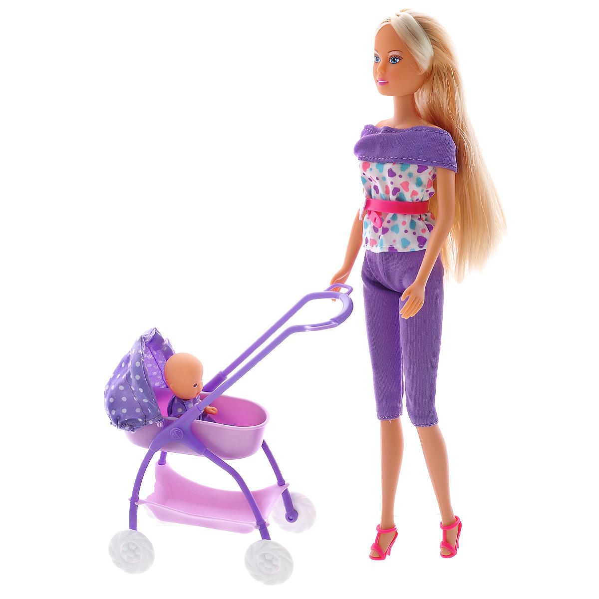 Simba Кукла Штеффи с ребенком5733067_цвет фиолетовыйКукла Simba Штеффи с ребенком надолго займет внимание вашей малышки и подарит ей множество счастливых мгновений. Кукла изготовлена из пластика, ее голова, ручки и ножки подвижны, что позволяет придавать ей разнообразные позы. В комплект входят: коляска, кукла-ребенок и разнообразные аксессуары для него (соска, бутылочки, посуда и игрушки). Кукла одета в удобный фиолетовый костюм. Наряд дополняет ремень и розовые туфельки. Чудесные длинные волосы куклы так весело расчесывать и создавать из них всевозможные прически, плести косички и хвостики. Благодаря играм с куклой, ваша малышка сможет развить фантазию и любознательность, овладеть навыками общения и научиться ответственности, а дополнительные аксессуары сделают игру еще увлекательнее. Порадуйте свою принцессу таким прекрасным подарком!