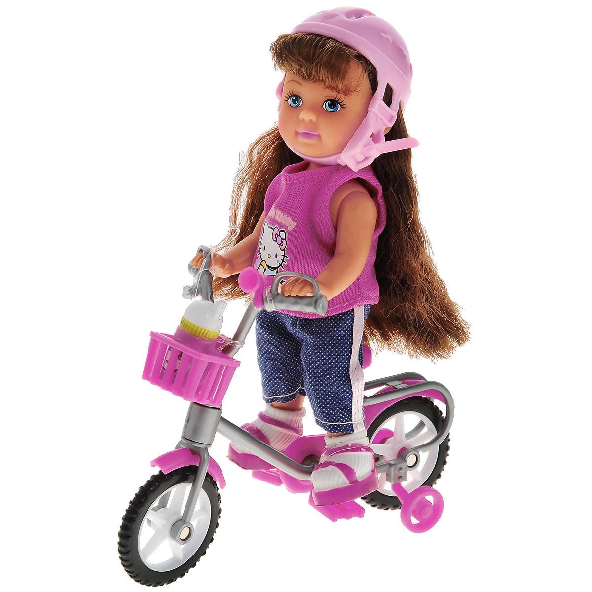 Simba Кукла Hello Kitty: Еви на велосипеде, цвет шлема: розовый, с аксессуарами5737842_шатенка в розовом шлемеКукла Simba Еви на велосипеде порадует любую девочку и надолго увлечет ее. В комплект входит кукла Еви и дополнительные аксессуары для игры: защитный шлем и бутылочка для воды и велосипед. Малышка Еви одета в розовую футболку и синие брюки, на ногах у нее - кроссовки. Вашей дочурке непременно понравится заплетать длинные волосы куклы, придумывая разнообразные прически. Колесики и педали велосипеда вращаются, шлем оснащен пластиковым хлястиком и надежно застегивается на голове куколки. Руки, ноги и голова куклы подвижны, благодаря чему ей можно придавать разнообразные позы. Игры с куклой способствуют эмоциональному развитию, помогают формировать воображение и художественный вкус, а также разовьют в вашей малышке чувство ответственности и заботы. Великолепное качество исполнения делают эту куколку чудесным подарком к любому празднику.