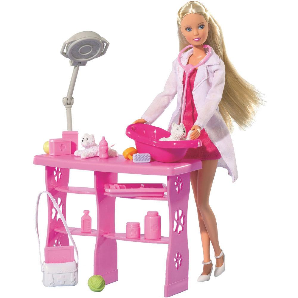 Simba Кукла Штеффи-ветеринар, с аксессуарами5737393Кукла Simba Штеффи-ветеринар надолго займет внимание вашей малышки и подарит ей множество счастливых мгновений. Кукла изготовлена из пластика, ее голова, ручки и ножки подвижны, что позволяет придавать ей разнообразные позы. В комплекте с куклой имеется врачебный столик, ванночка, 2 фигурки собачки, медицинская лампа, 13 аксессуаров для ветеринарного кабинета. Кукла одета в розовое платье и белый халатик. Наряд дополняют белые туфельки, сумочка и стетоскоп. Благодаря играм с куклой, ваша малышка сможет развить фантазию и любознательность, овладеть навыками общения и научиться ответственности, а дополнительные аксессуары сделают игру еще увлекательнее. Порадуйте свою принцессу таким прекрасным подарком!