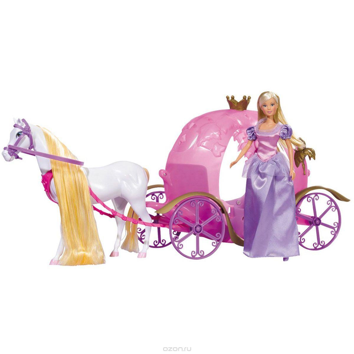 Simba Игровой набор с куклой Сказочная карета Штеффи5733974Кукла Simba Штеффи и ее сказочная карета надолго займет внимание вашей малышки и подарит ей множество счастливых мгновений. Кукла изготовлена из пластика, ее голова, ручки и ножки подвижны, что позволяет придавать ей разнообразные позы. У лошадки есть длинный хвост и шикарная грива из шелковистых волокон яркого цвета. Грива и хвост очень длинные, их можно расчесывать и заплетать косички. Глазки - нарисованные, очень добрые и выразительные. В комплекте с куклой имеется белая лошадь с желтой гривой, упряжка и карета. Кукла одета в длинное платье фиолетового цвета. Наряд дополняют фиолетовые туфельки на каблуках. Лошадь можно отсоединить от упряжки и кареты и играть с ней, как с отдельным элементом. Благодаря играм с куклой, ваша малышка сможет развить фантазию и любознательность, овладеть навыками общения и научиться ответственности, а дополнительные аксессуары сделают игру еще увлекательнее. Лошадка позволит увеличить количество игровых ситуаций с куклой...