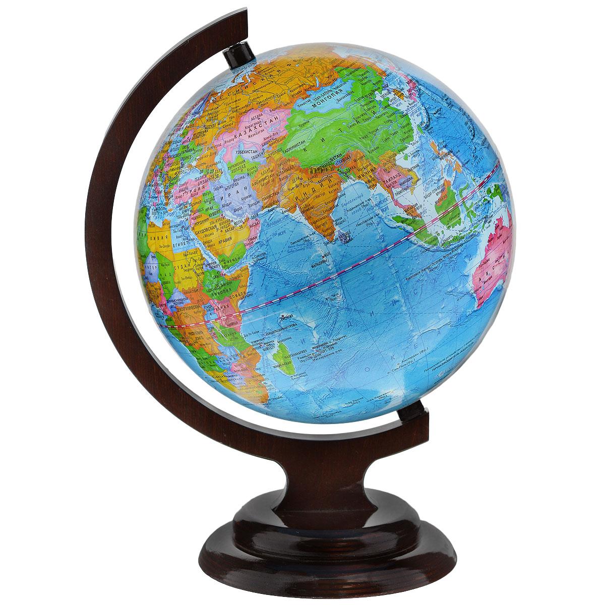 Глобусный мир Глобус с политической картой мира, диаметр 21 см10024Глобус с политической картой мира Глобусный мир, изготовленный из высококачественного прочного пластика, показывает страны мира, сухопутные и морские границы того или иного государства, расположение городов и населенных пунктов. Изделие расположено на красивой деревянной подставке, что придает этой модели подарочный вид. На нем отображены картографические линии: параллели и меридианы, а также градусы и условные обозначения. Каждая страна обозначена своим цветом. Глобус с политической картой мира станет незаменимым атрибутом обучения не только школьника, но и студента. Названия стран на глобусе приведены на русской язык. Настольный глобус Глобусный мир станет оригинальным украшением рабочего стола или вашего кабинета. Это изысканная вещь для стильного интерьера, которая станет прекрасным подарком для современного преуспевающего человека, следующего последним тенденциям моды и стремящегося к элегантности и комфорту в каждой детали. Масштаб: 1:60 000 000.