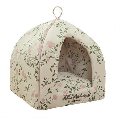 Домик для кошки IGLOO ROSIE 35х35х40смFIDB-9050Домик из светло-бежевого хлопка с цветочным принтом в винтажном стиле. Отделан розовым кантом и вышивкой.