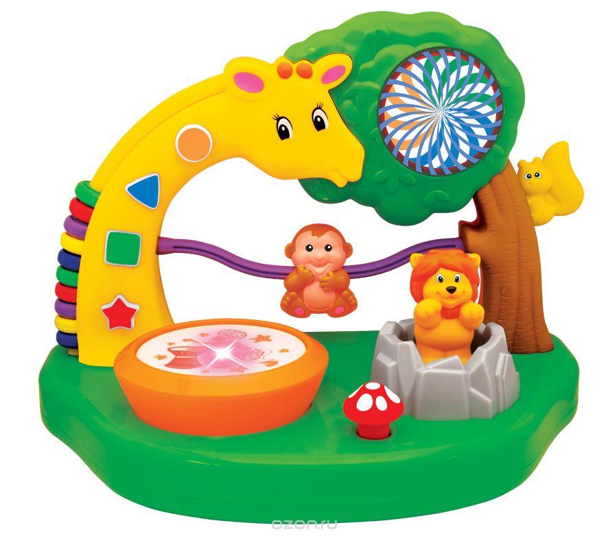 Kiddieland Развивающая игрушка Сафари паркKID 051557Развивающая игрушка Kiddieland Сафари парк - это увлекательная игрушка для малышей и замечательный помощник в развитии. На небольшом острове живут различные животные: жираф, веселая обезьянка, львенок и смешная белочка. На длинной шее у жирафа находятся счеты с разноцветными бусинками и располагаются разные геометрические фигурки. Если нажать на кнопки, можно услышать забавные звуки и познакомиться с фигурами и цветами. Яркие бусинки помогут малышу освоить первые навыки счета. Стоит малышу постучать в маленький барабан, и он услышит приятную мелодию и увидит яркие мерцающие огоньки. Широкое зеленое основание делает конструкцию устойчивой и прочной. С помощью этой развивающей игрушки ребенок сможет изучать первые цифры и счет, исследовать фигурки животных под веселую музыку. Игрушка развивает мелкую моторику, мышление, зрительное и звуковое восприятие, повышает двигательную активность малышей. Рекомендуемый возраст: от 12 месяцев. Питание: 2 батарейки типа АА (входят в...