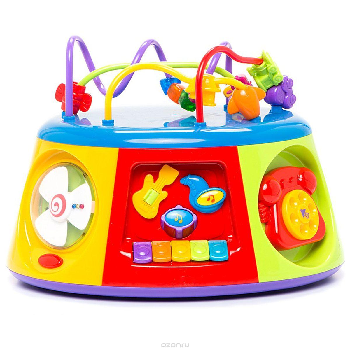 Kiddieland Развивающий центр Активный коробKID 051193Мультицентр Kiddieland Активный короб - оригинальная музыкальная развивающая многофункциональная игрушка, настоящий игровой центр, озвученный на русском языке. Изучая 7 сторон мультицентра, ребенок получит базовые знания о временах года, познакомится с пятью геометрическими фигурами и узнает их особенности, поймет, как звучат разные музыкальные инструменты, научится определять время по стрелочным часам, сможет позвонить по своему первому телефону и сочинить свою первую мелодию! Верхний модуль выполнен в виде лабиринта с яркими бусинами. Игрушка развивает мелкую моторику, мышление, зрительное и звуковое восприятие. Рекомендуемый возраст: от 12 месяцев. Питание: 3 батарейки типа АА (входят в комплект).