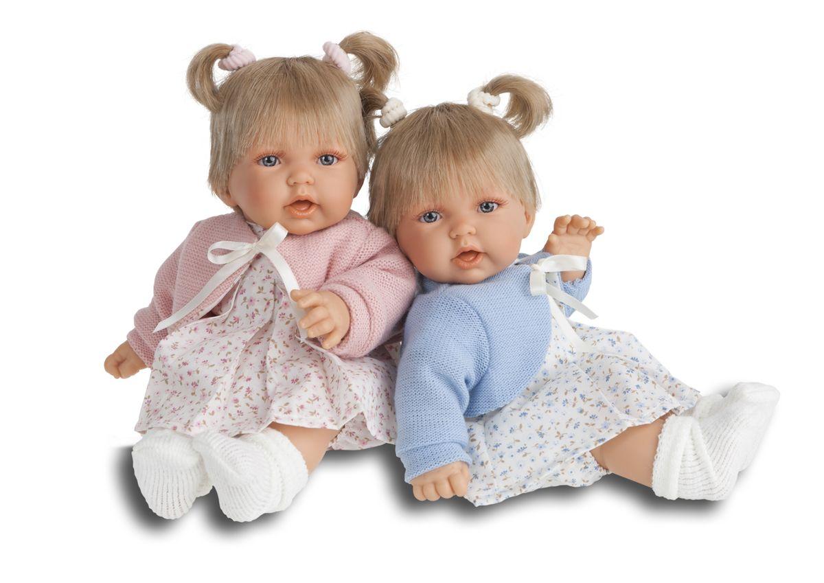 Juan Antonio Кукла Элис в голубом1227BИНТЕРАКТИВНЫЕ ФУНКЦИИ КУКЛЫ: нажмите на животик: - 1 раз - кукла засмеется, 2ой раз - кукла скажет мама, 3ий раз - скажет папа. Образы малышей Мунекас разработаны известными европейскими дизайнерами. Куклы мягконабивные. Они натуралистичны, анатомически точны, с подвижными ручками и ножками, копируют настоящих младенцев. Ручки, ножки и голова изготовлены из высококачественного винила. Производятся в Испании. Для детей от 3-х лет.