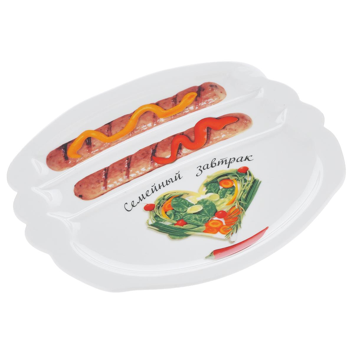 Тарелка для завтрака LarangE Семейный завтрак. Сердечный, 22,5 х 19 см589-306Тарелка для завтрака LarangE Семейный завтрак. Сердечный изготовлена из высококачественной керамики. Изделие украшено изображением сердца из еды. Тарелка имеет три отделения: 2 маленьких отделения для сосисок и одно большое отделение для яичницы или другого блюда. Можно использовать в СВЧ печах, духовом шкафу и холодильнике. Не применять абразивные чистящие вещества. Размер тарелки: 22,5 см х 19 см. Высота тарелки: 2 см.