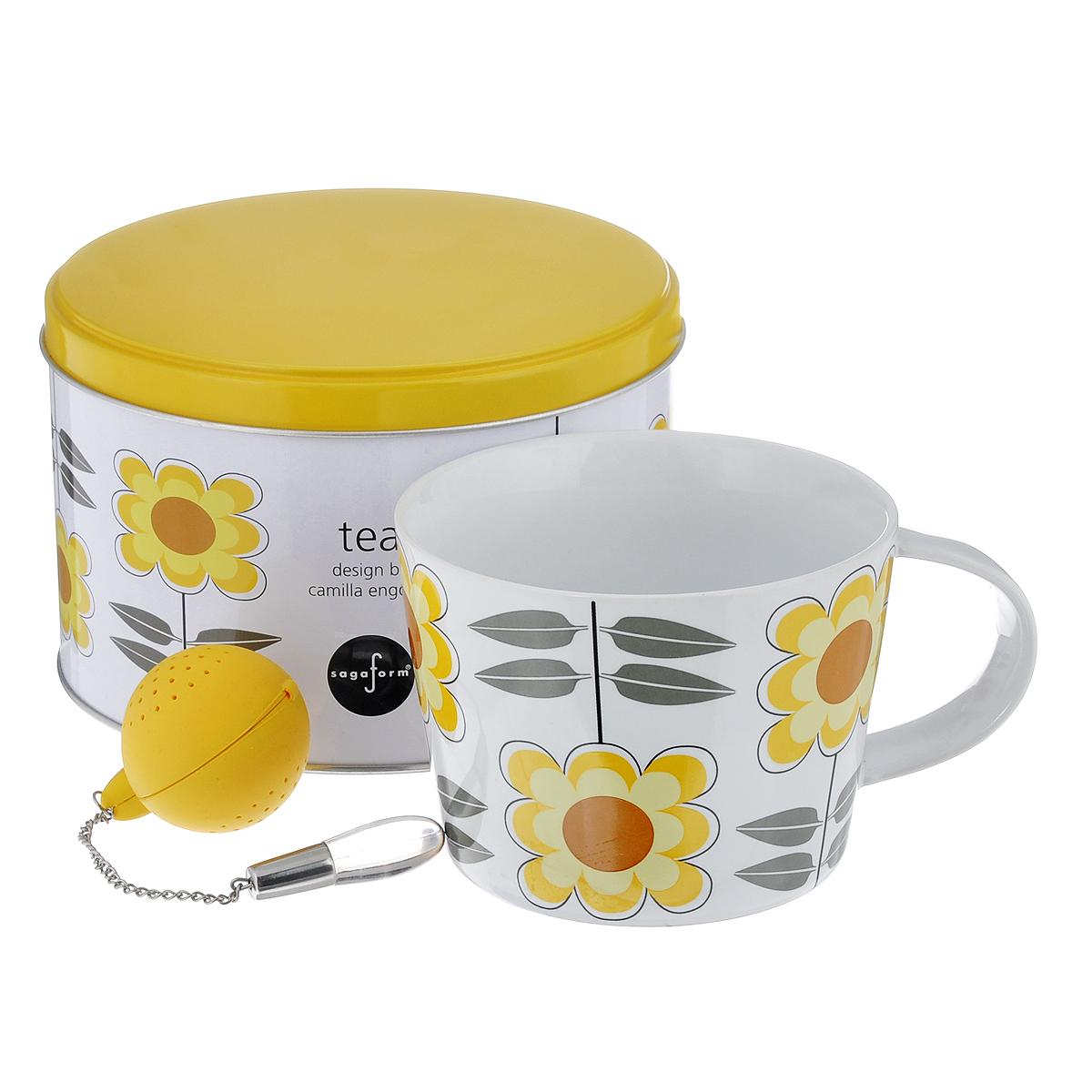 Набор чайный Sagaform Tea, цвет: желтый, белый, 2 предмета5016289Набор чайный Sagaform Tea состоит из кружки, изготовленной из высококачественной керамики, и ситечка для заваривания чая. Круглое силиконовое ситечко оснащено стальной цепочкой со стеклянной подвеской, благодаря чему ситечко удобно доставать из кружки. Внешние стенки кружки оформлены цветочным узором. Предметы набора располагаются в круглой металлической банке с крышкой. Оригинальный скандинавский дизайн и функциональность сделают чайный набор Sagaform Tea желанным подарком! Объем кружки: 400 мл. Диаметр кружки по верхнему краю: 10,5 см. Диаметр дна кружки: 8,5 см. Высота стенок кружки: 8 см. Диаметр ситечка: 4 см.