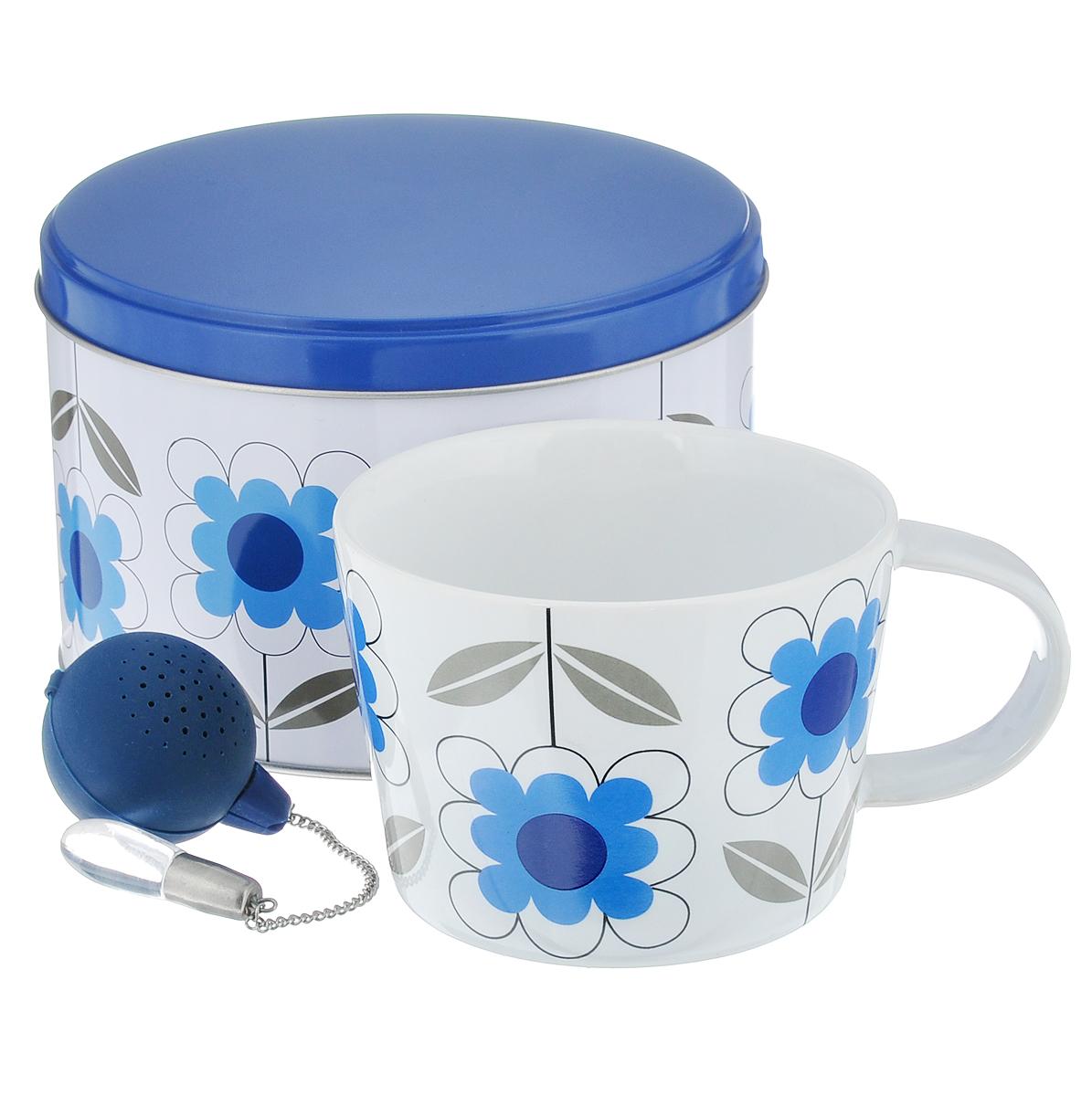 Набор чайный Sagaform Tea, цвет: синий, белый, 2 предмета5015361Набор чайный Sagaform Tea состоит из кружки, изготовленной из высококачественной керамики, и ситечка для заваривания чая. Круглое силиконовое ситечко оснащено стальной цепочкой со стеклянной подвеской, благодаря чему ситечко удобно доставать из кружки. Внешние стенки кружки оформлены цветочным узором. Предметы набора располагаются в круглой металлической банке с крышкой. Оригинальный скандинавский дизайн и функциональность сделают чайный набор Sagaform Tea желанным подарком! Объем кружки: 400 мл. Диаметр кружки по верхнему краю: 10,5 см. Диаметр дна кружки: 8,5 см. Высота стенок кружки: 8 см. Диаметр ситечка: 4 см.