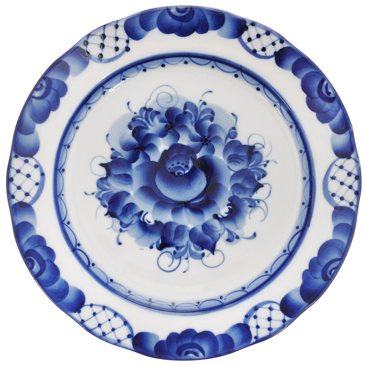 Тарелка для закусок Дубок, диаметр 23,5 см993026441Тарелка для закусок Дубок, изготовленная из высококачественной керамики, предназначена для красивой сервировки стола. Тарелка оформлена оригинальной гжельской росписью. Прекрасный дизайн изделия идеально подойдет для сервировки стола. Обращаем ваше внимание, что роспись на изделиях сделана вручную. Рисунок может немного отличаться от изображения на фотографии. Диаметр: 23,5 см. Высота тарелки: 2,5 см.