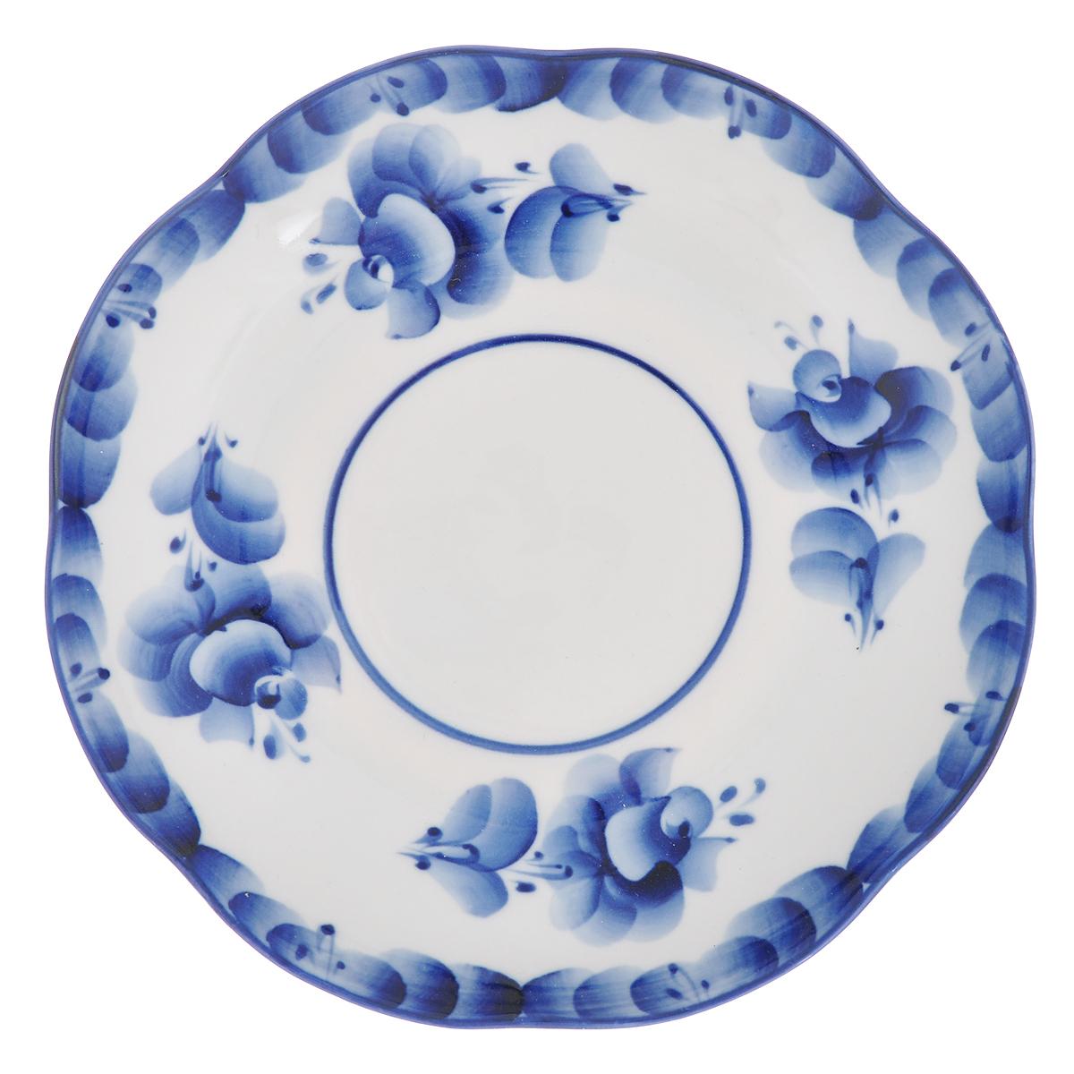 Блюдце Улыбка, диаметр 17,5 см993016902_вид 1Блюдце Улыбка, изготовленное из высококачественной керамики, предназначено для красивой сервировки стола. Блюдце оформлено оригинальной гжельской росписью. Прекрасный дизайн изделия идеально подойдет для сервировки стола. Обращаем ваше внимание, что роспись на изделиях выполнена вручную. Рисунок может немного отличаться от изображения на фотографии. Диаметр: 17,5 см. Высота блюдца: 2,5 см.