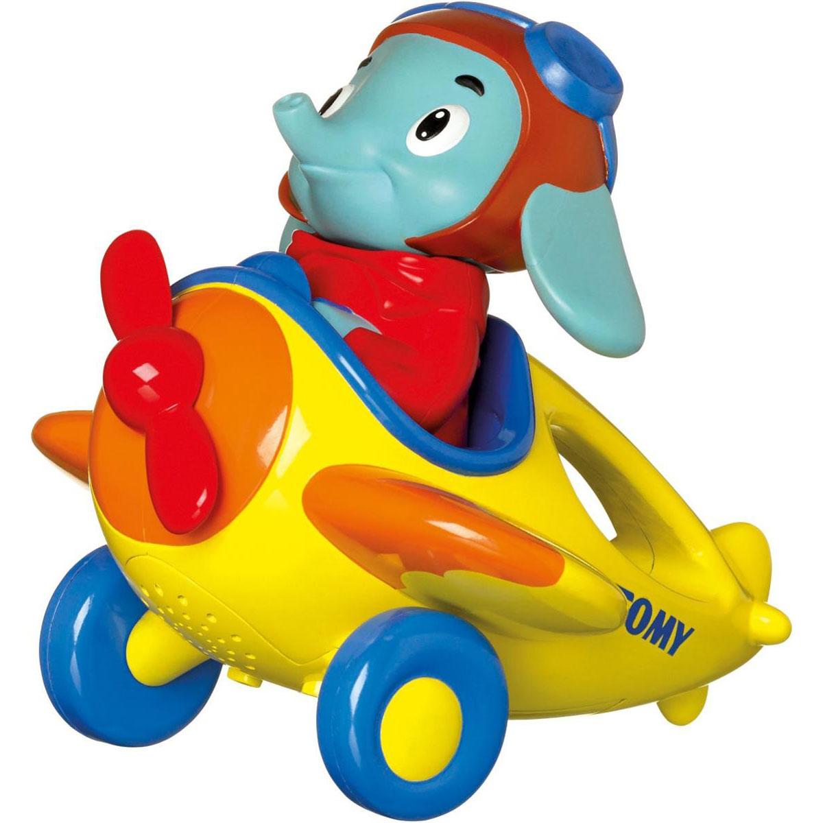 Tomy Развивающая игрушка Веселые виражи летчика ЛюкаE72202RUОригинальная развивающая игрушка Tomy Веселые виражи летчика Люка обязательно понравится вашему малышу. Выполнена из высококачественных материалов, не имеет острых углов, безопасна для ребенка. Игрушка представляет собой самолетик, за штурвалом которого сидит веселый слоненок. Чтобы запустить игрушку нужно нажать на голову слоненка. В режиме включения слоненок скажет: Ух ты, полетели, заведется моторчик, начнет крутиться винт, и заиграет музыка. Потом он скажет: Посчитаем?. Каждый раз, когда ребенок будет поднимать самолетик со слоненком в воздух, летчик считает от 1 до 10 - с каждым поднятием, с каждой волной. Ваш ребенок будет в восторге. Есть также демо-режим - находясь в нем, играет музыка, работает двигатель. Эта милая игрушка надолго увлечет вашего малыша, и поможет ему весело и с пользой провести время. Для работы игрушки рекомендуется докупить 3 батарейки напряжением 1,5V типа ААА (товар комплектуется демонстрационными).