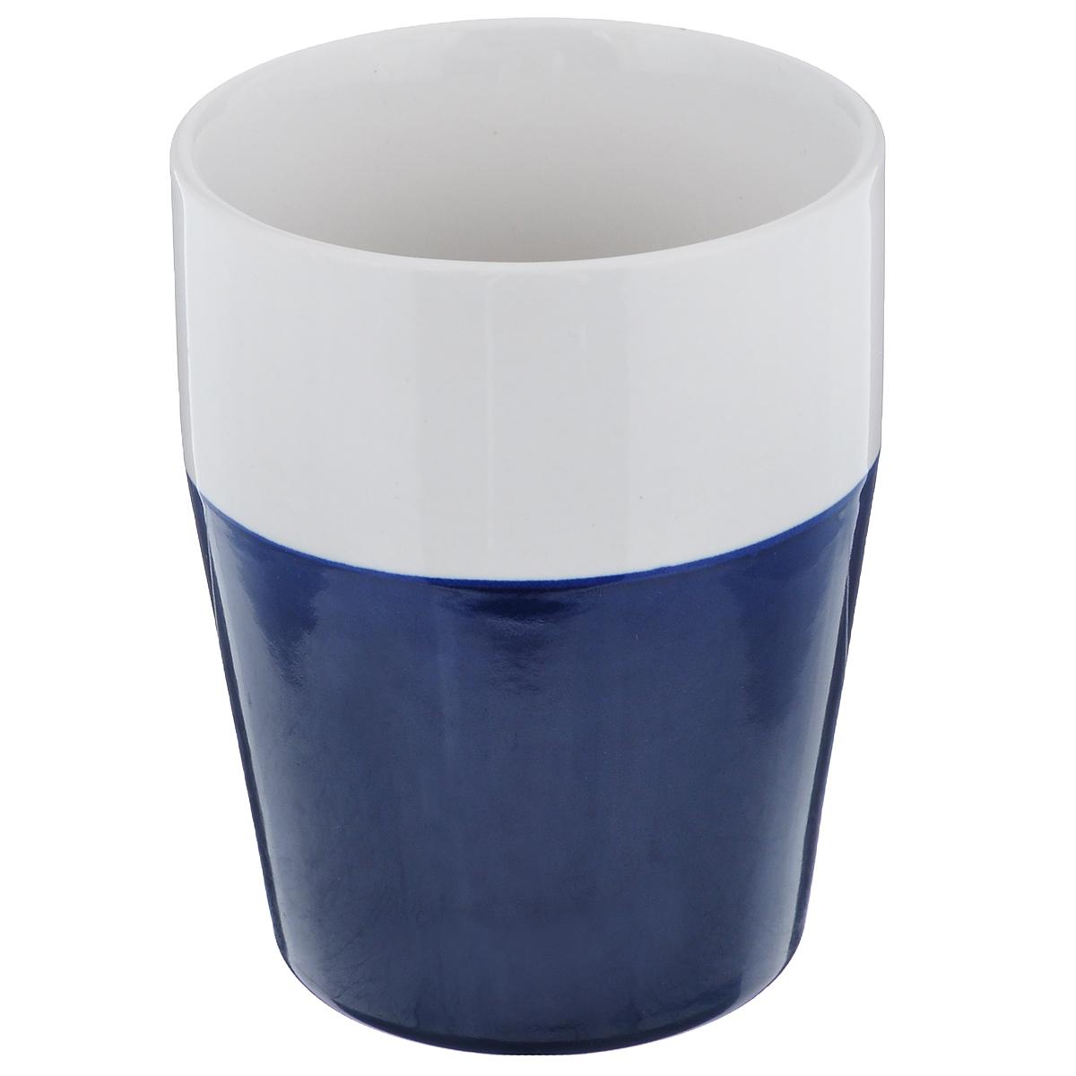 Кружка Sagaform, цвет: белый, синий, 280 мл5016148Кружка Sagaform выполнена из высококачественной керамики. Кружка сочетает в себе оригинальный дизайн и функциональность. Благодаря такой кружке пить напитки будет еще вкуснее. Кружка Sagaform согреет вас долгими холодными вечерами. Объем: 280 мл. Диаметр (по верхнему краю): 7,5 см. Высота кружки: 10 см.