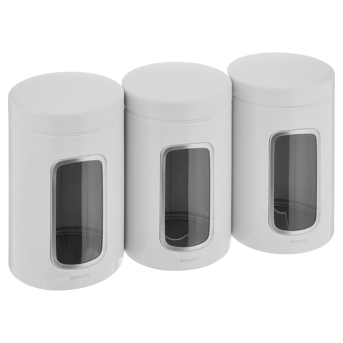 Набор контейнеров для сыпучих продуктов Brabantia, цвет: белый, 1,4 л, 3 шт. 151224151224_белыйНабор Brabantia состоит из трех контейнеров, выполненных из антикоррозийной стали с цветным защитным покрытием. Контейнеры предназначены для хранения кофе, чая, сахара, круп и других сыпучих продуктов. Изделия оснащены удобными плотно закрывающимися крышками, которые не пропускают запахи и позволяют дольше сохранять аромат продуктов. Контейнеры имеют прозрачные окошки. Благодаря антистатической поверхности содержимое контейнера не прилипает к пластиковому окошку, поэтому вы всегда можете видеть, что и в каком количестве содержится в банке. Стильный набор современного дизайна не только послужит функционально, но и красиво оформит интерьер вашей кухни. Размер банки (с учетом крышки): 11 см х 11 см х 17 см.