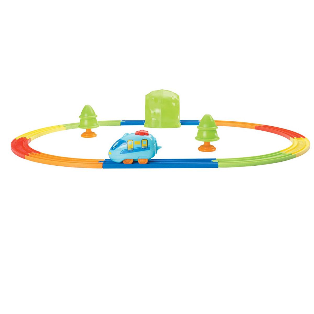 Tomy Развивающая игрушка Мой первый поездE4402RUМой первый поезд - это красочная развивающая игрушка, которая запомнится ребенку на всю жизнь. Малыш с удовольствием будет сам собирать рельсы в один круг, расставлять вокруг них деревья и конструировать тоннель с нарисованными тучками и солнышком. Все детали крупные и легко соединяются друг с другом. Набор с паровозиком - это соединяющиеся между собой в виде пазла элементы железной дороги, 10 цветных элементов, 2 деревца, станция, и забавный паровозик. Он весело подмигивает глазками, когда едет вперед - подтолкни его и увидишь! Откатите его немного назад и отпускайте, дальше он поедет сам. Пора запускать паровозик в путь!